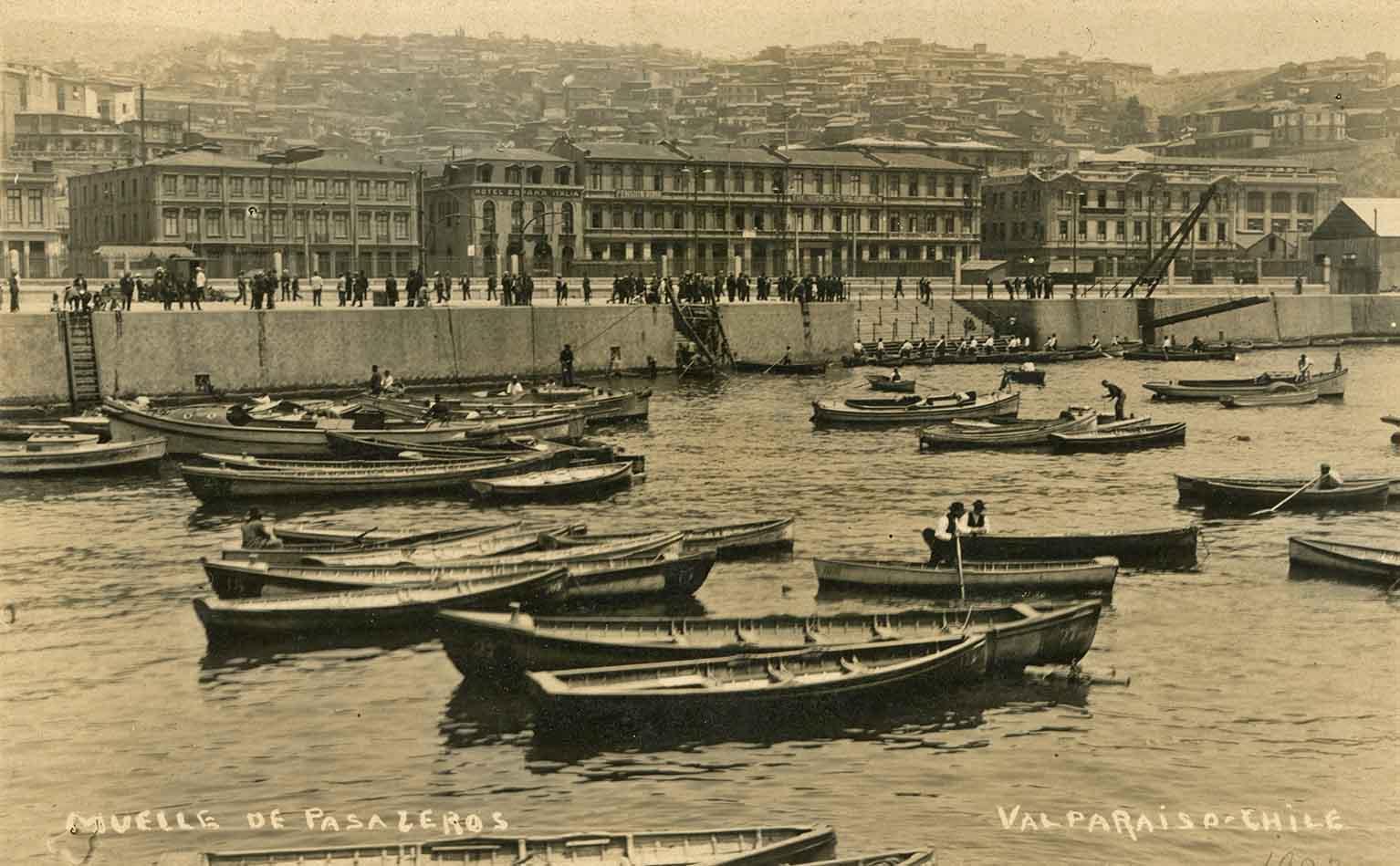 Enterreno - Fotos históricas de chile - fotos antiguas de Chile - Muelle de pasajeros de Valparaíso en 1923