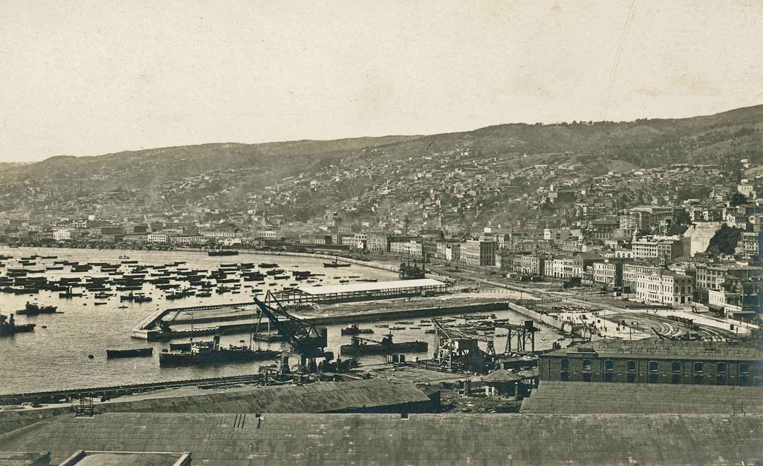 Enterreno - Fotos históricas de chile - fotos antiguas de Chile - Puerto, Malecón y Muelles de Valparaíso en 1924