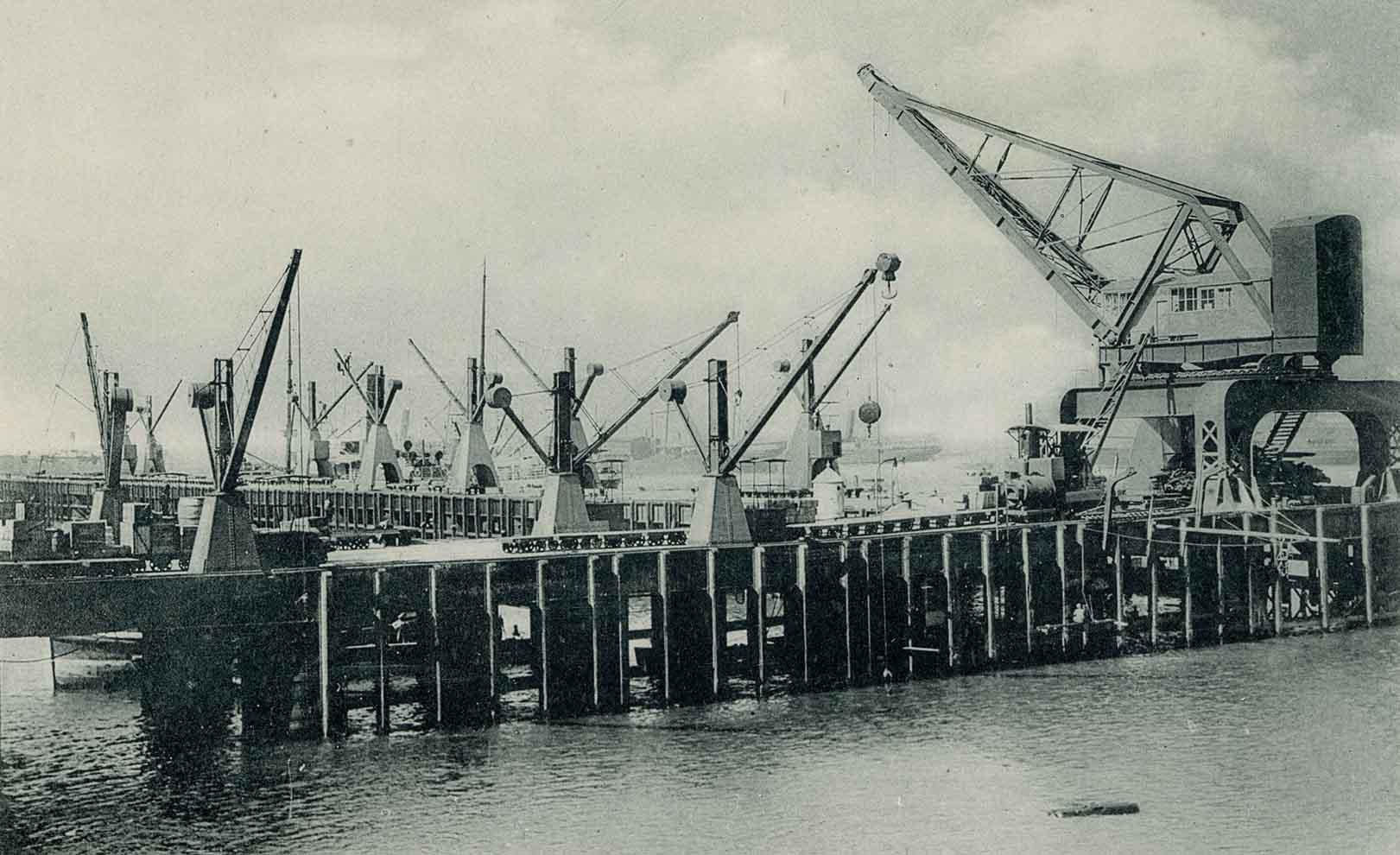 Enterreno - Fotos históricas de chile - fotos antiguas de Chile - Muelle fiscal de Valparaíso ca. 1910