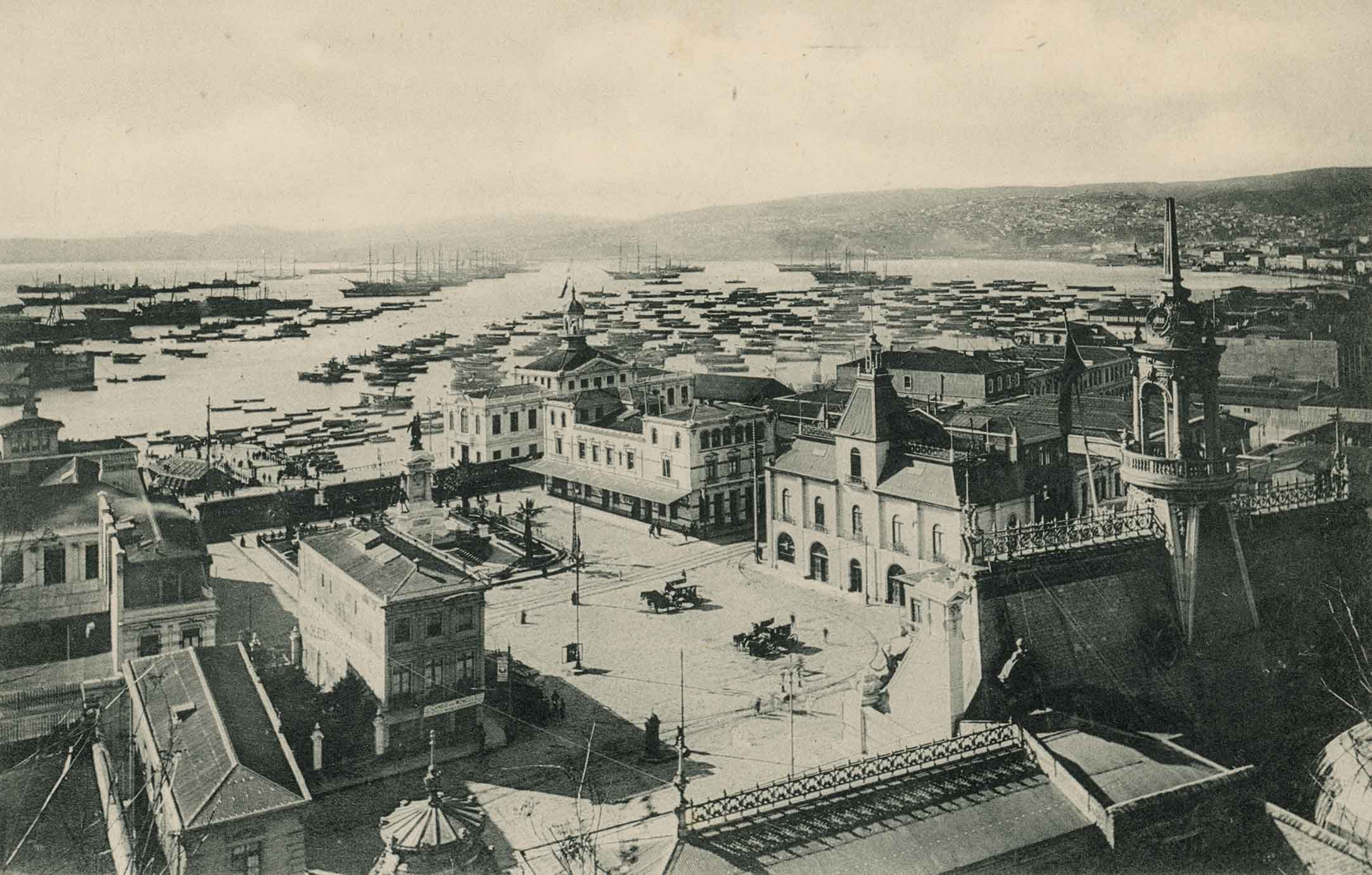 Enterreno - Fotos históricas de chile - fotos antiguas de Chile - Plaza Sotomayor de Valparaíso en 1913