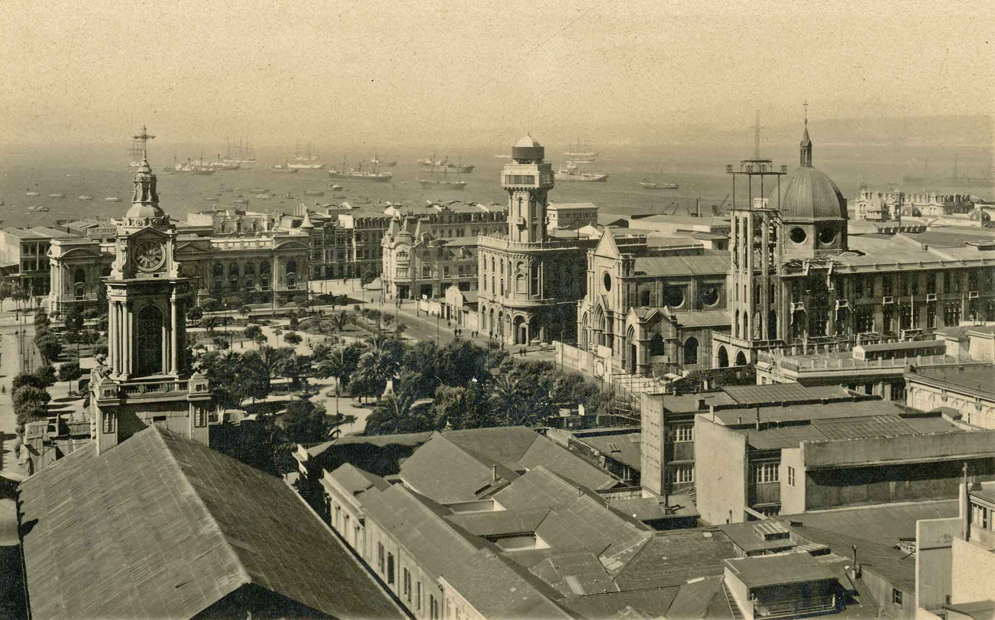 Enterreno - Fotos históricas de chile - fotos antiguas de Chile - Plaza Victoria de Valparaíso, 1925
