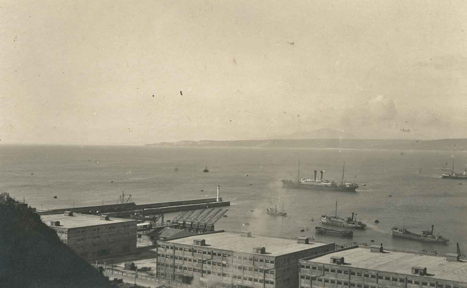 Enterreno - Fotos históricas de chile - fotos antiguas de Chile - Bahía de Valparaíso en 1924