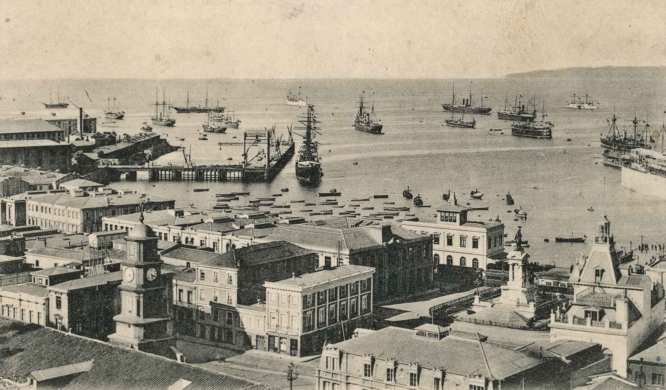 Enterreno - Fotos históricas de chile - fotos antiguas de Chile - Vista a Plaza Sotomayor de Valparaíso en 1905