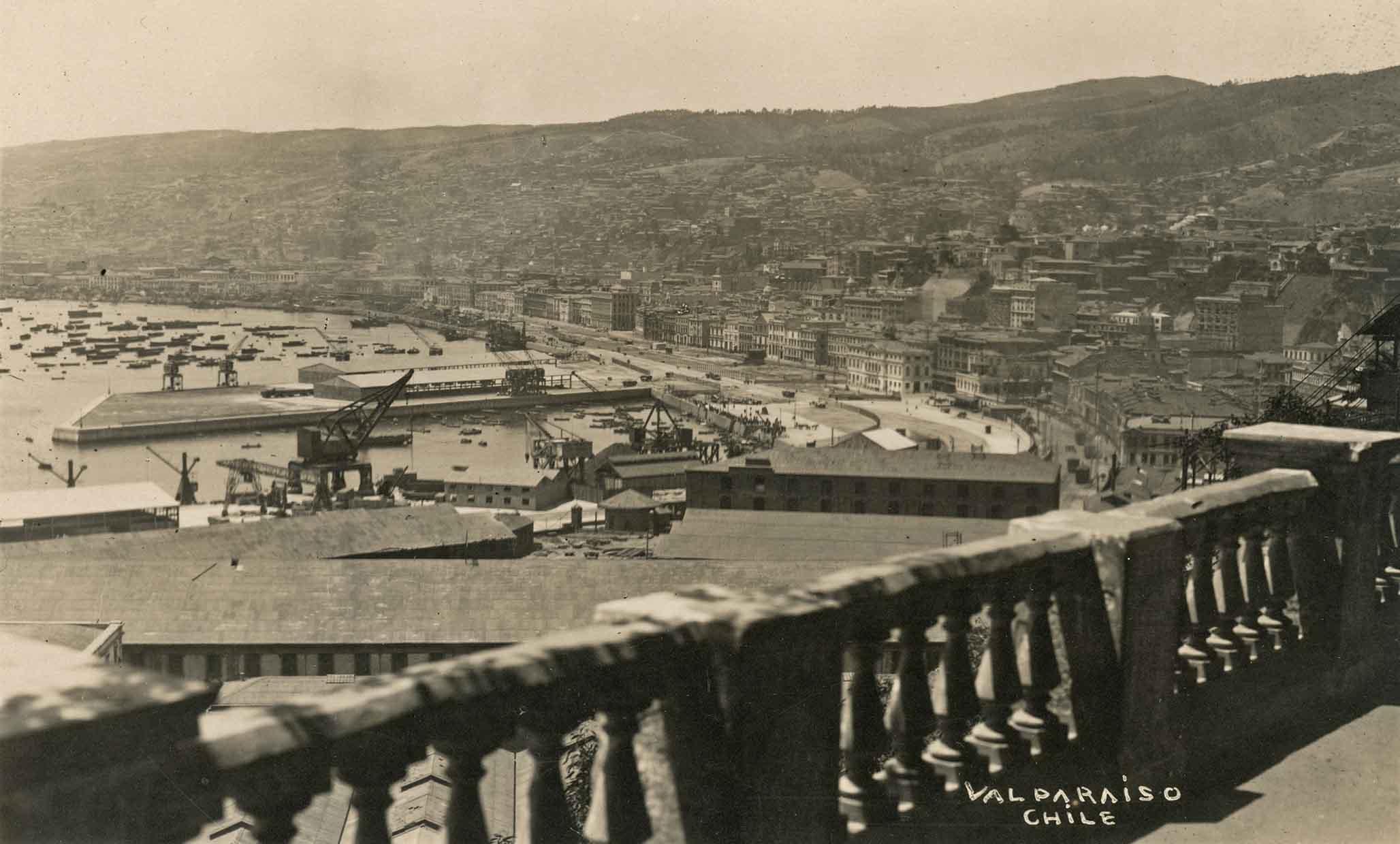 Enterreno - Fotos históricas de chile - fotos antiguas de Chile - Vista de Valparaíso en 1920