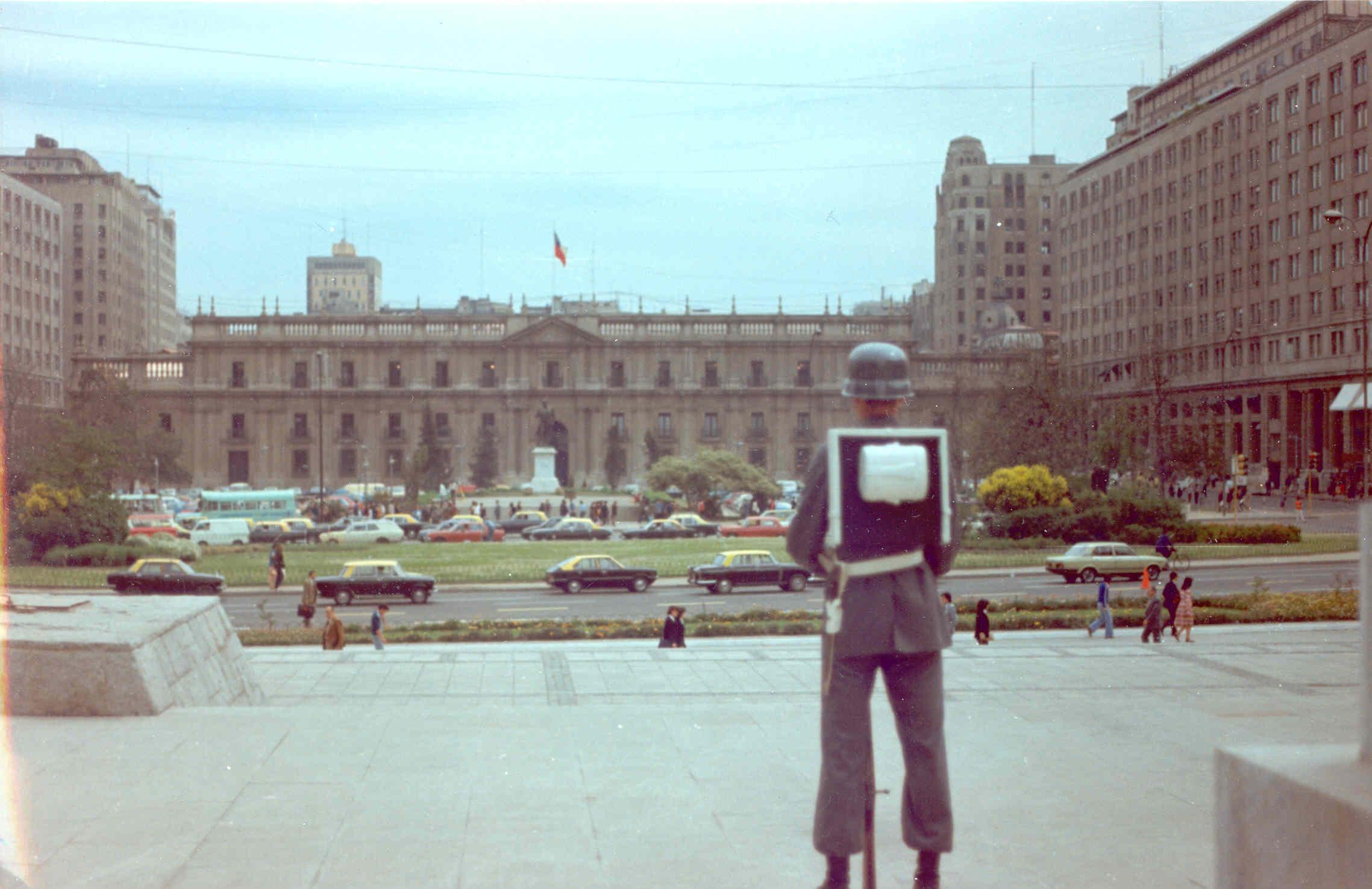 Enterreno - Fotos históricas de chile - fotos antiguas de Chile - Plaza Bulnes en 1980
