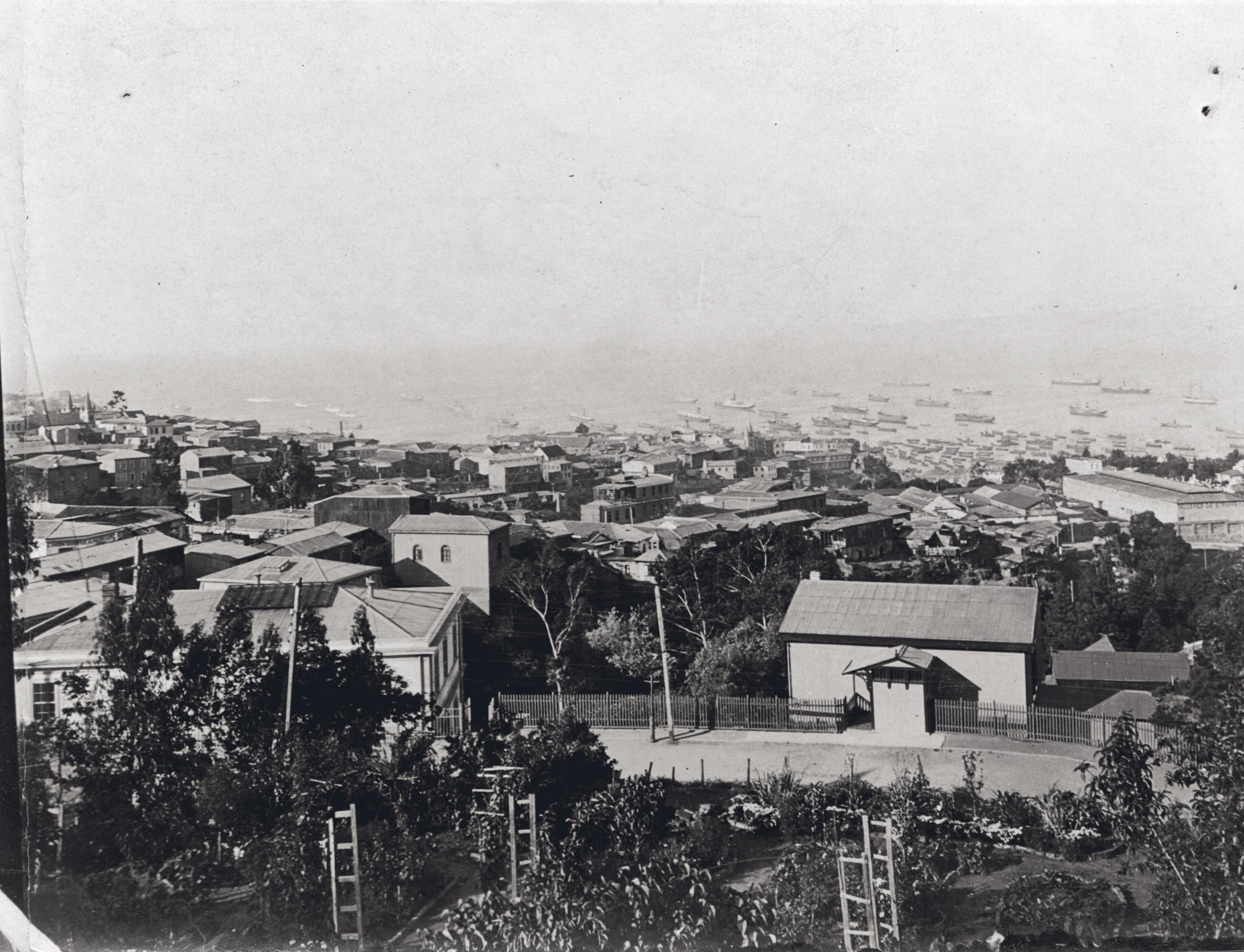 Enterreno - Fotos históricas de chile - fotos antiguas de Chile - Vista de Valparaíso, 1920s