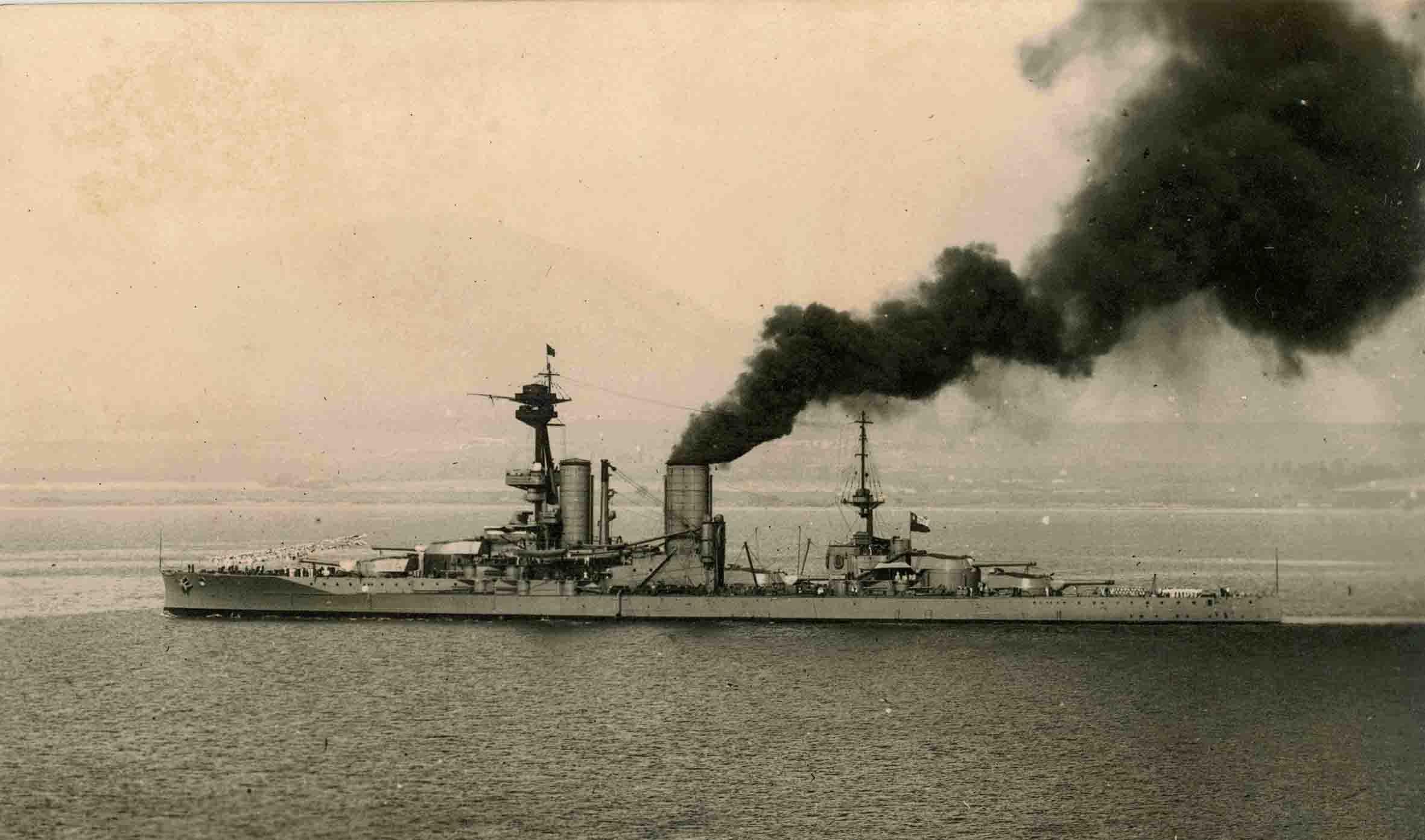 Enterreno - Fotos históricas de chile - fotos antiguas de Chile - Acorazado Almirante Latorre ca. 1930