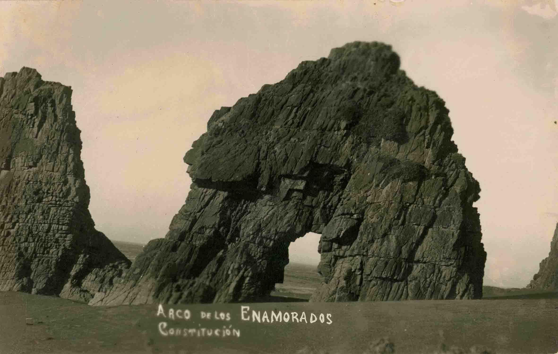 Enterreno - Fotos históricas de chile - fotos antiguas de Chile - Arco de los enamorados, Constitución ca. 1930