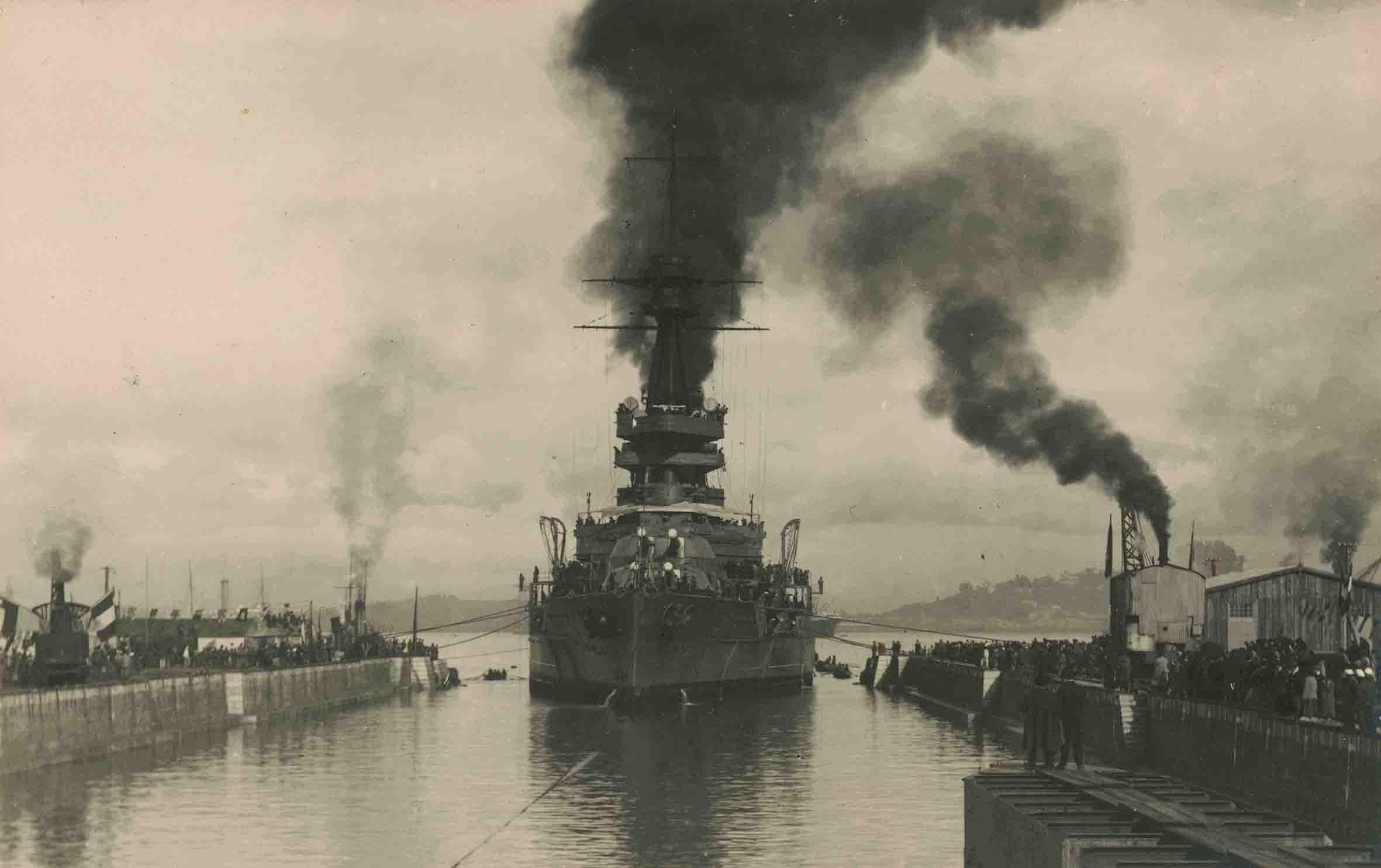 Enterreno - Fotos históricas de chile - fotos antiguas de Chile - Barco en lugar desconocido ca. 1920