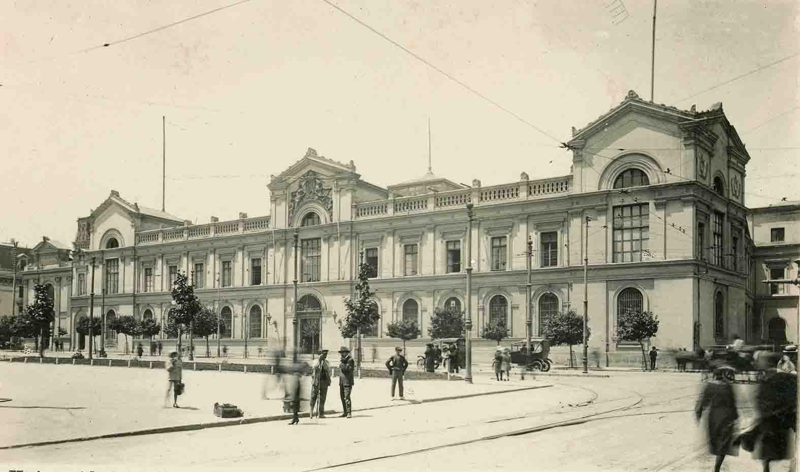 Enterreno - Fotos históricas de chile - fotos antiguas de Chile - Universidad de Chile ca. 1920