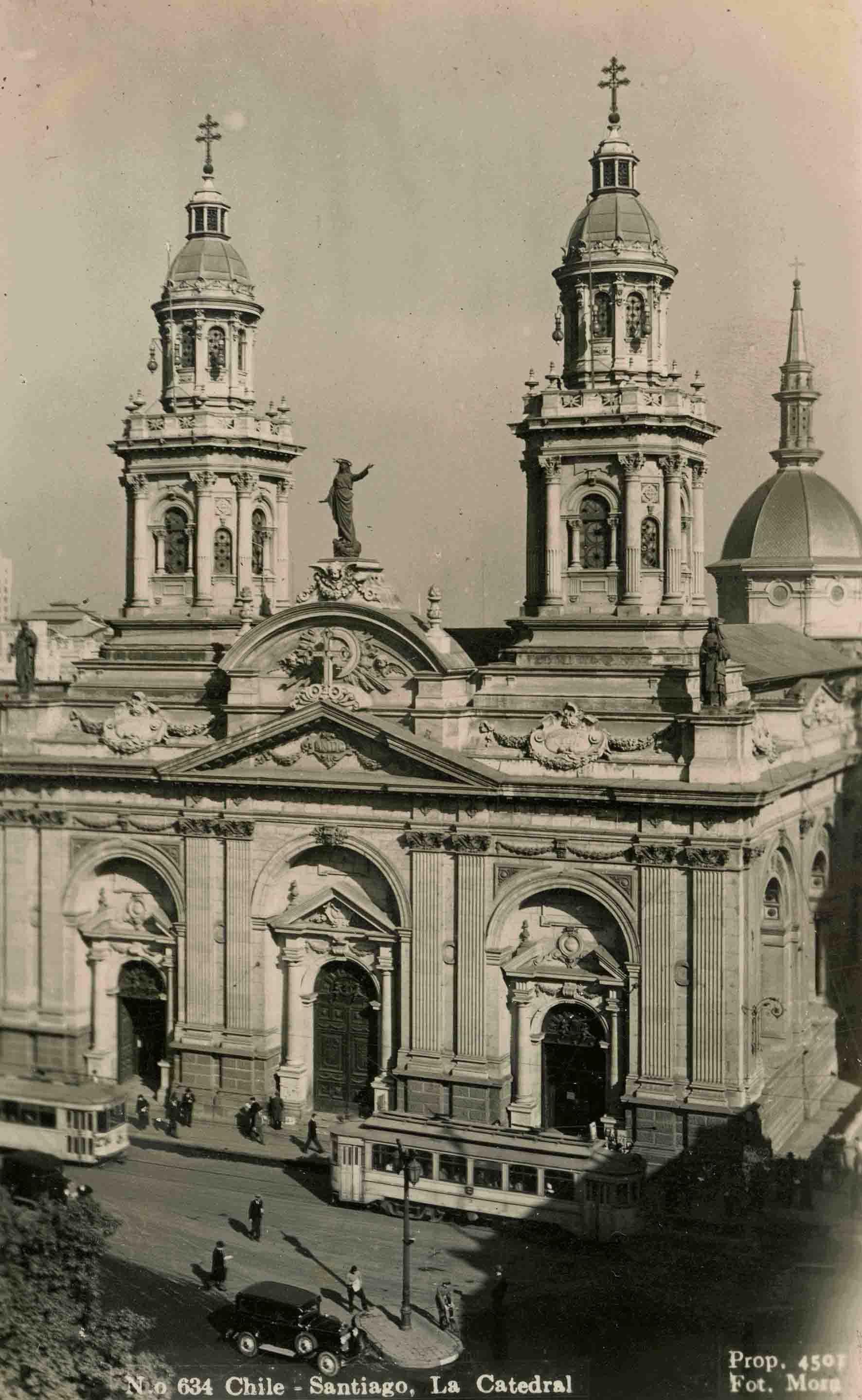 Enterreno - Fotos históricas de chile - fotos antiguas de Chile - Catedral de Santiago ca. 1935