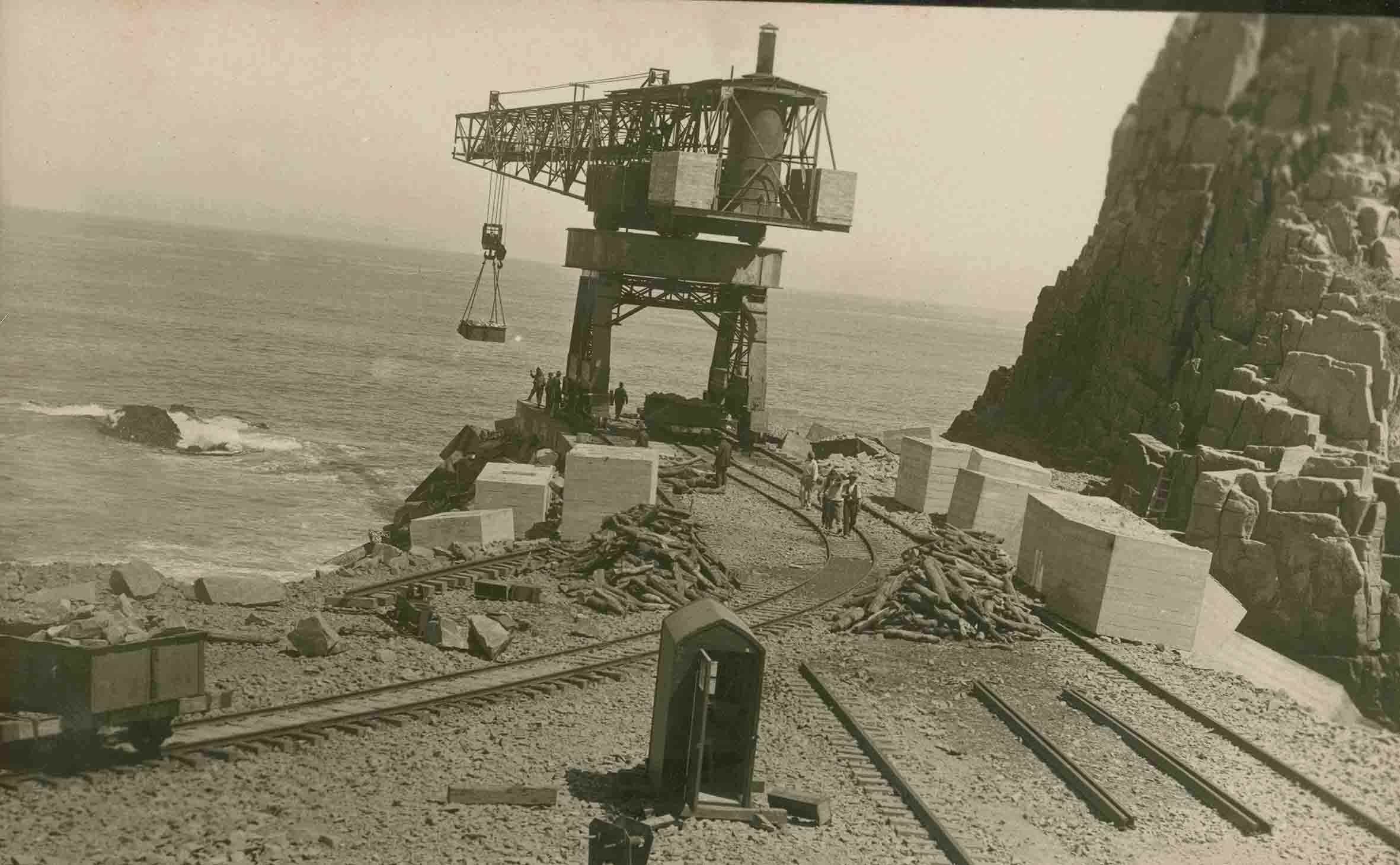 Enterreno - Fotos históricas de chile - fotos antiguas de Chile - Gruas Muelle de Constitución ca. 1920