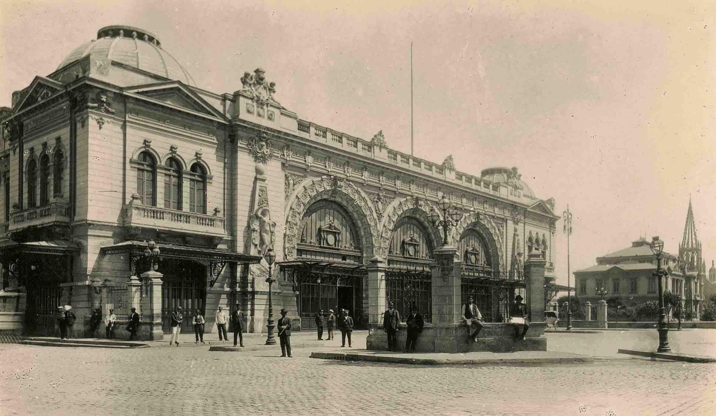 Enterreno - Fotos históricas de chile - fotos antiguas de Chile - Estación Mapocho ca. 1920