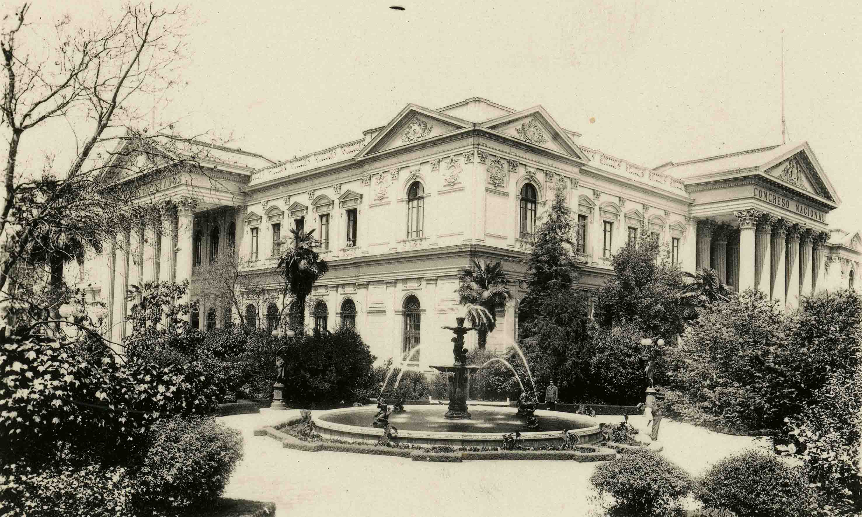 Enterreno - Fotos históricas de chile - fotos antiguas de Chile - Jardines del Ex Congreso, ca. 1915
