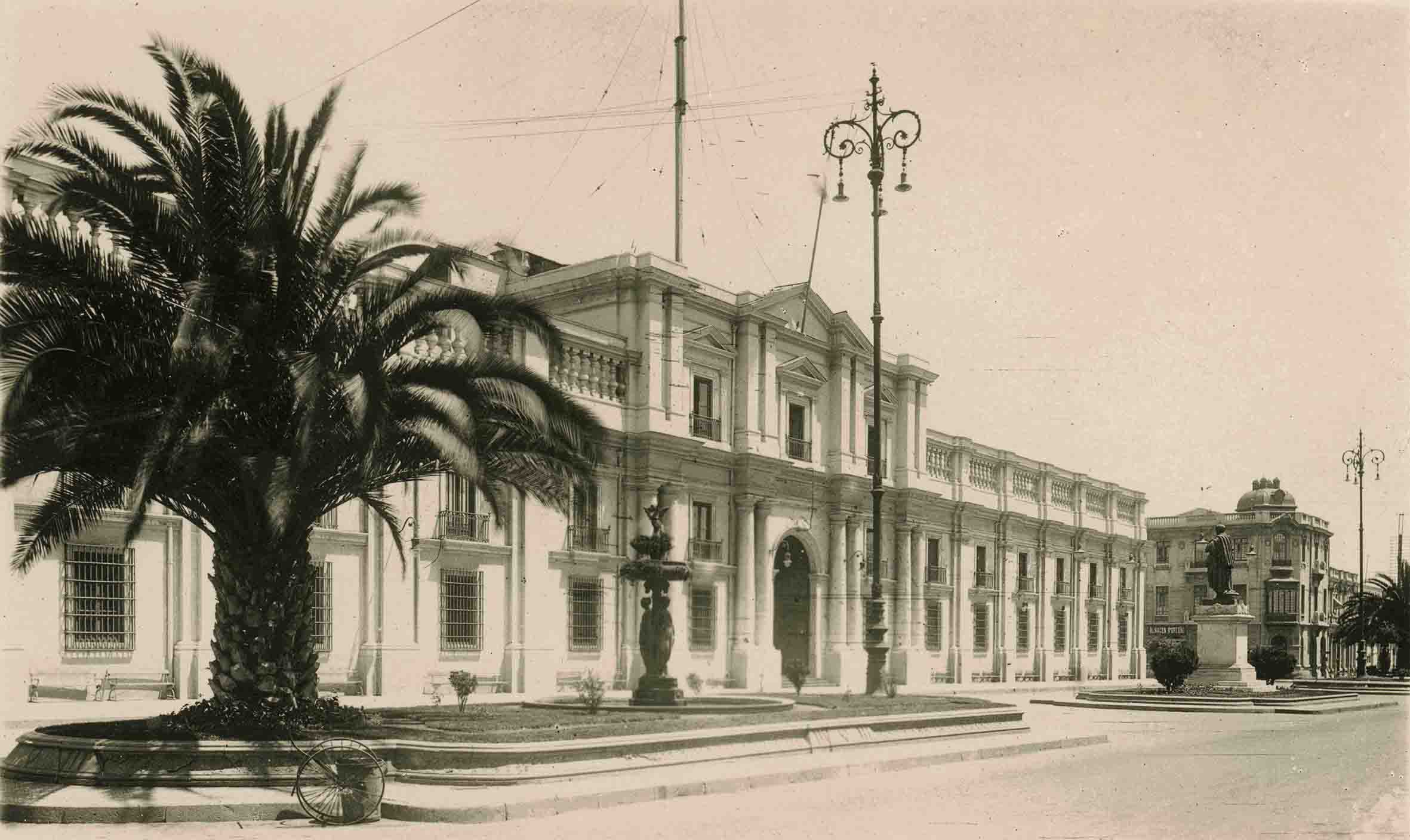 Enterreno - Fotos históricas de chile - fotos antiguas de Chile - Palacio de La Moneda ca. 1925