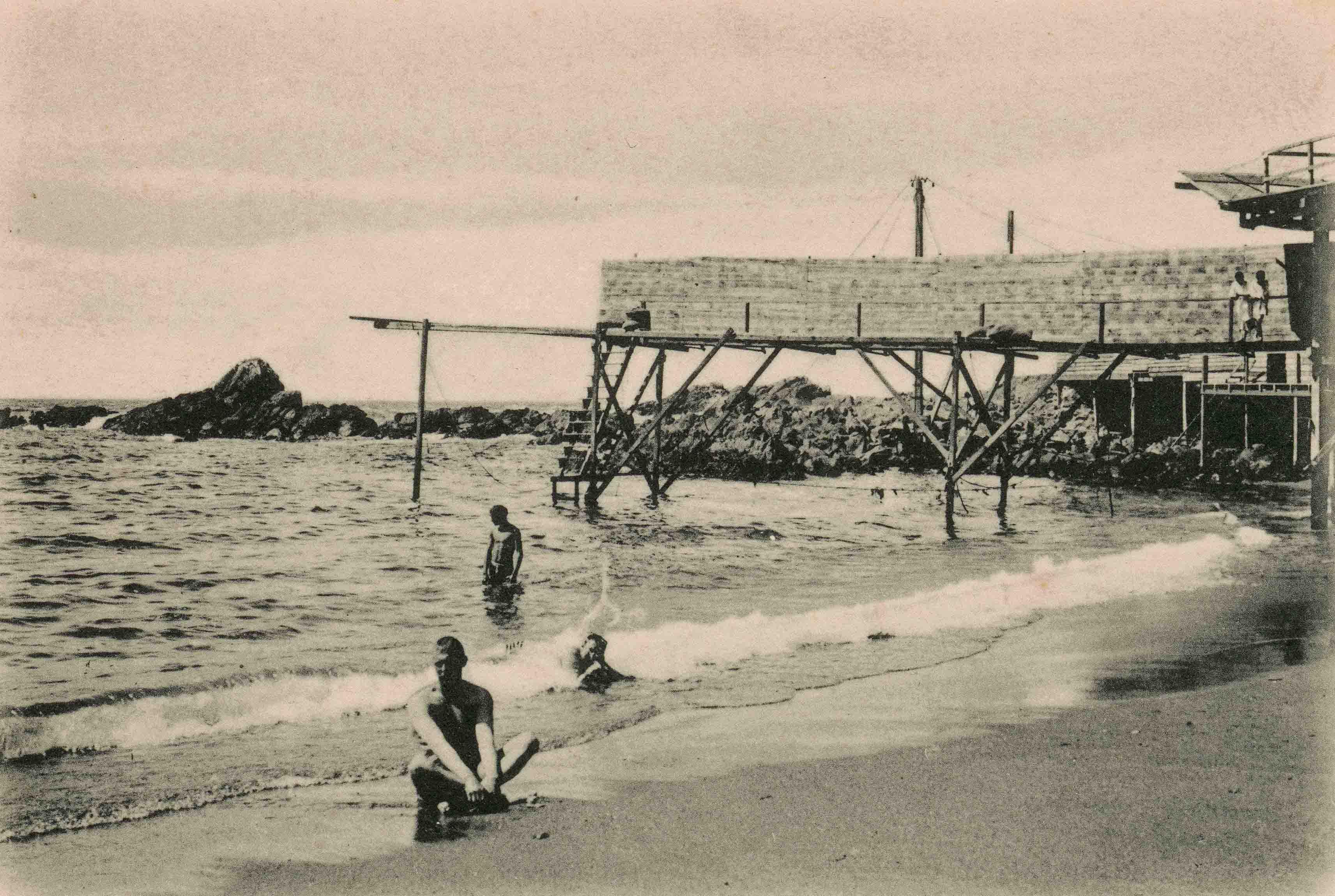 Enterreno - Fotos históricas de chile - fotos antiguas de Chile - Playa Las Torpederas de Valparaíso, ca. 1925