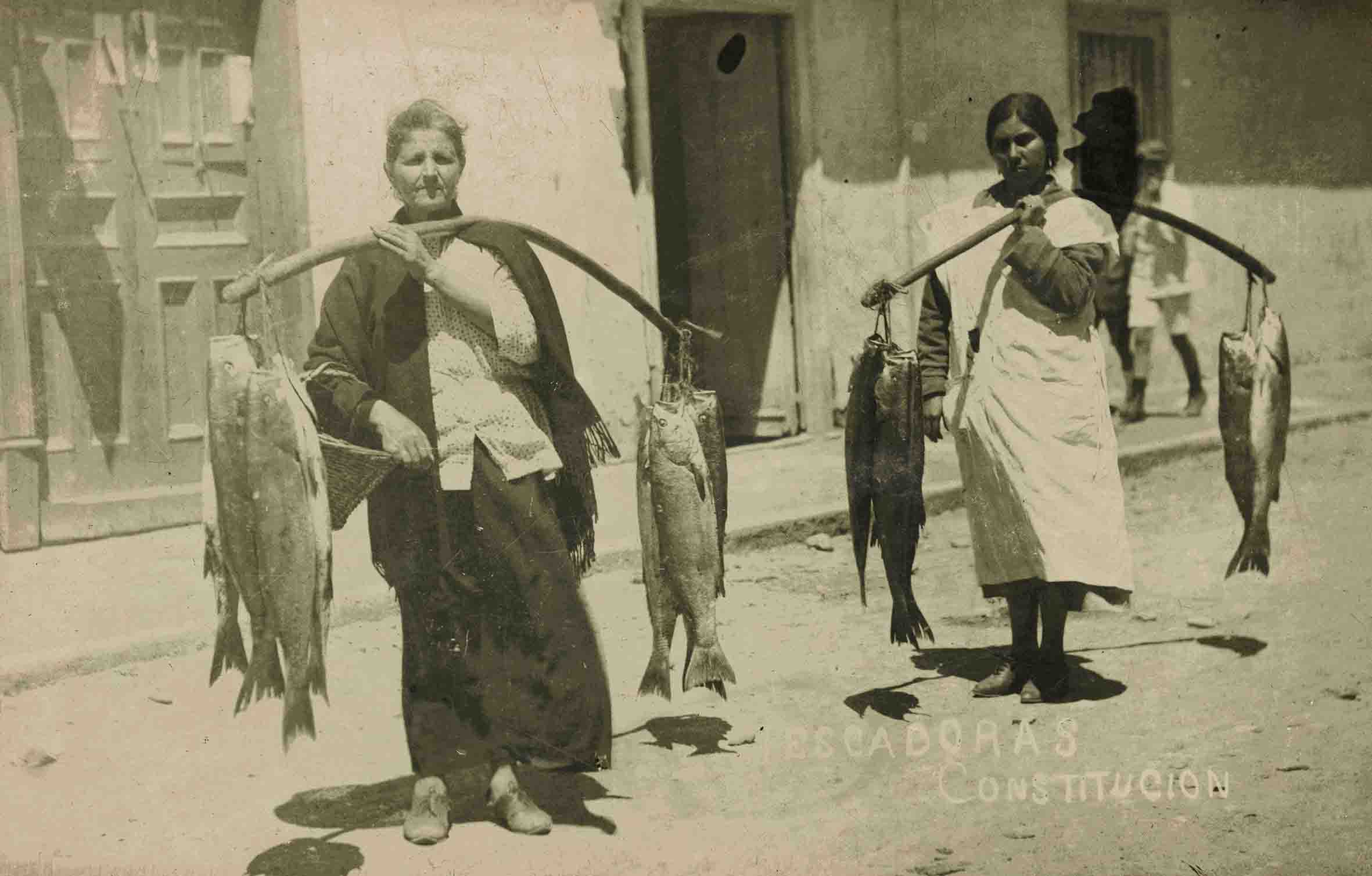 Enterreno - Fotos históricas de chile - fotos antiguas de Chile - Vendedoras de pescado ca. 1930
