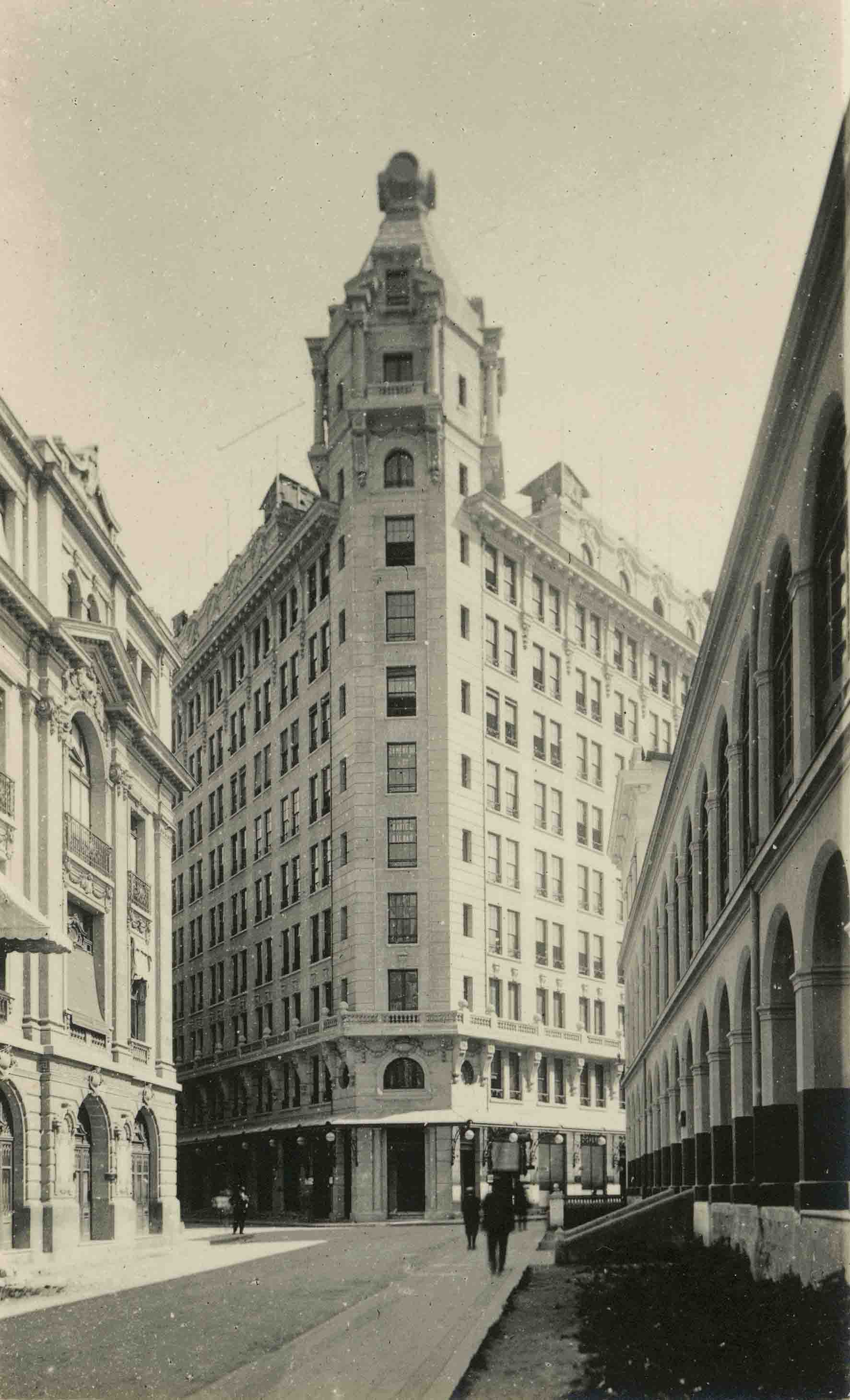 Enterreno - Fotos históricas de chile - fotos antiguas de Chile - Rascacielo Ariztía de Santiago ca. 1930