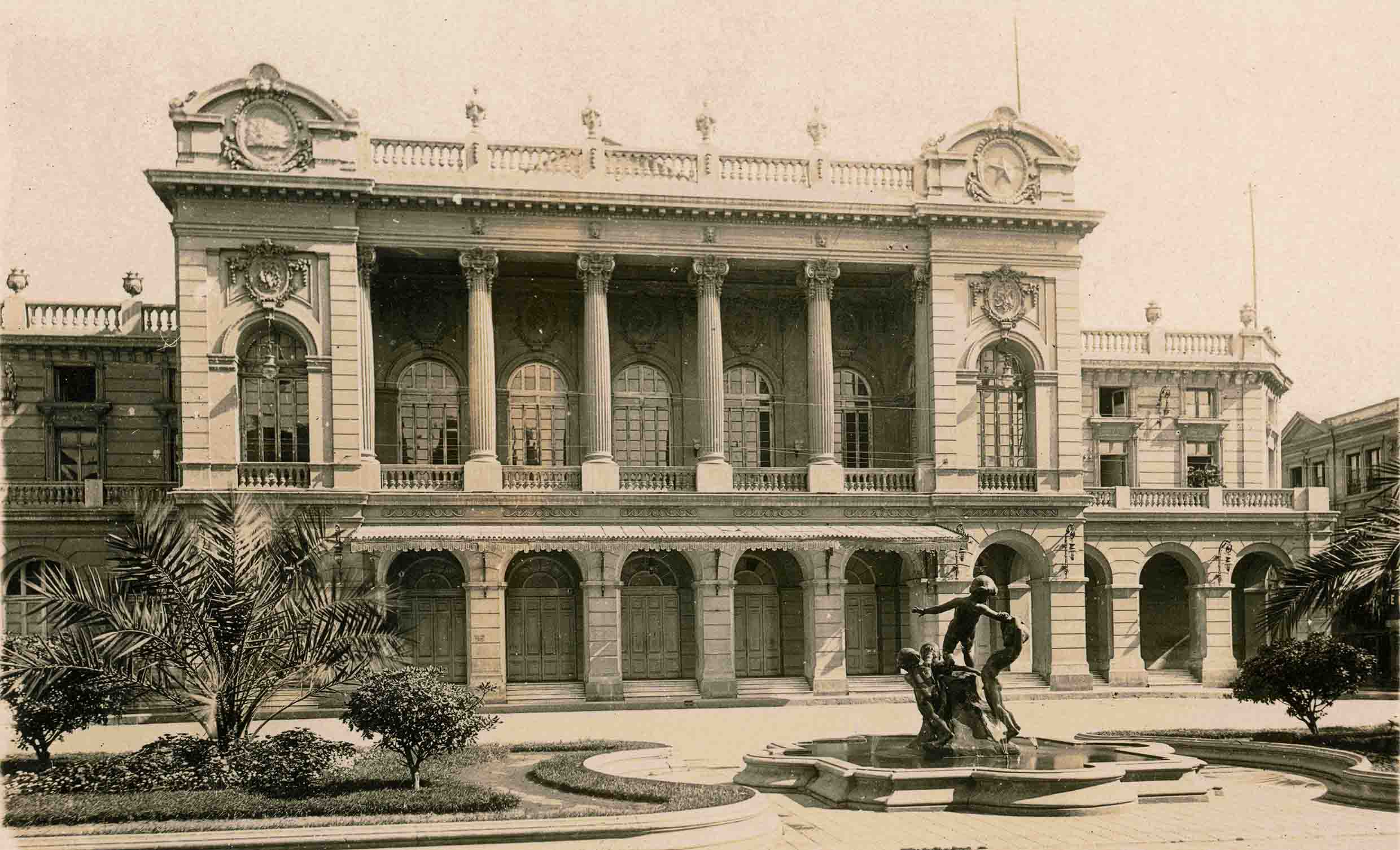 Enterreno - Fotos históricas de chile - fotos antiguas de Chile - Teatro Municipal de Santiago ca. 1930