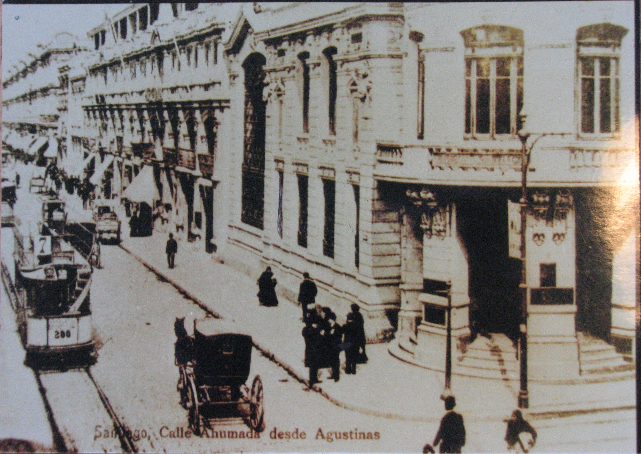Enterreno - Fotos históricas de chile - fotos antiguas de Chile - Calle Ahumada de Santiago ca. 1910