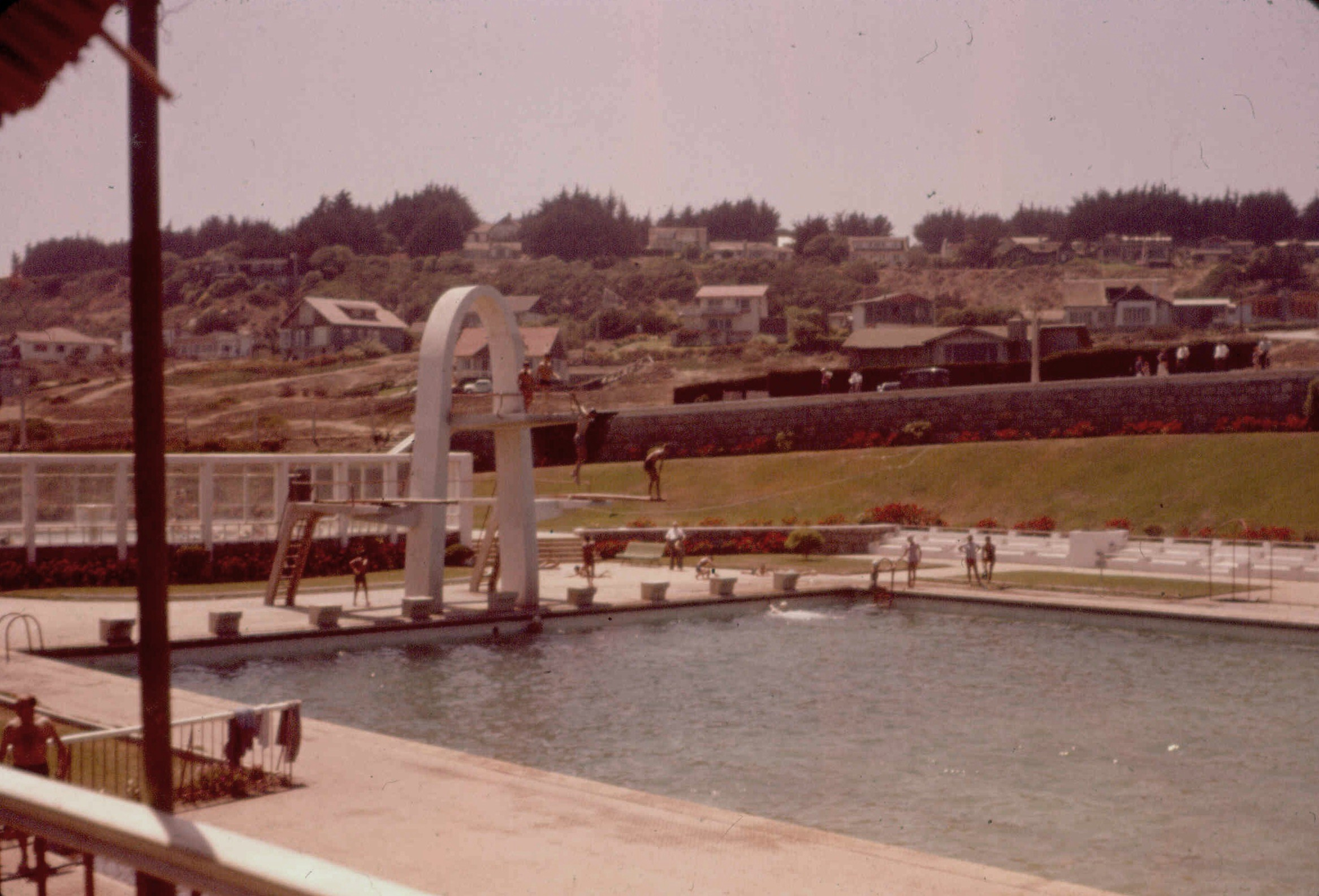 Enterreno - Fotos históricas de chile - fotos antiguas de Chile - Piscina de Rocas de Santo Domingo en 1959
