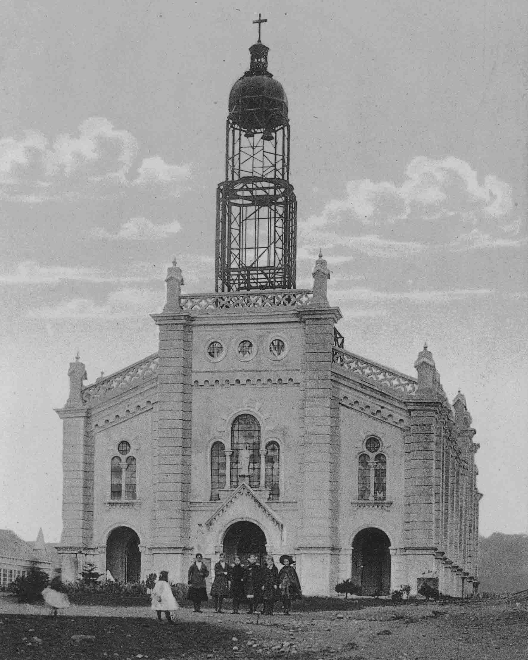 Enterreno - Fotos históricas de chile - fotos antiguas de Chile - Construcción de la catedral de Ancud en 1905