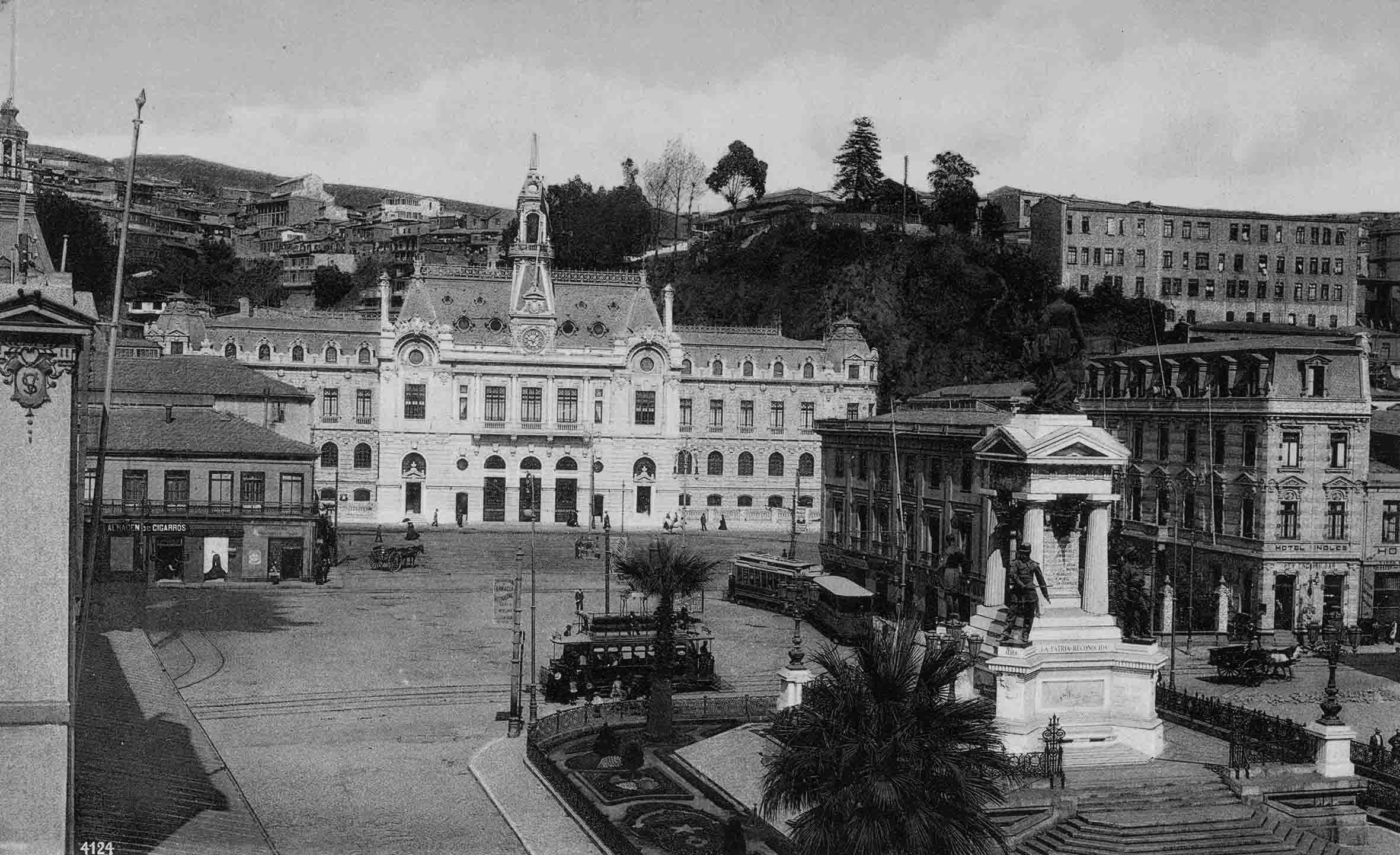 Enterreno - Fotos históricas de chile - fotos antiguas de Chile - Plaza Sotomayor ca. 1910