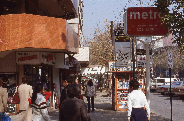 Enterreno - Fotos históricas de chile - fotos antiguas de Chile - Providencia en los años 80
