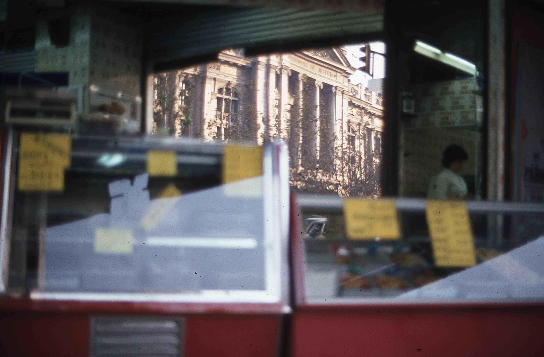 Enterreno - Fotos históricas de chile - fotos antiguas de Chile - Centro de Santiago en los años 80