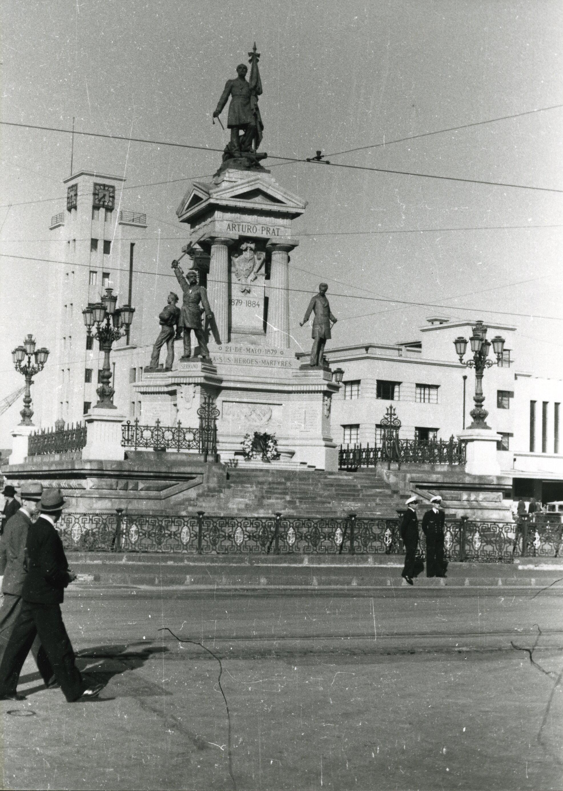 Enterreno - Fotos históricas de chile - fotos antiguas de Chile - Plaza Sotomayor de Valparaíso en 1938