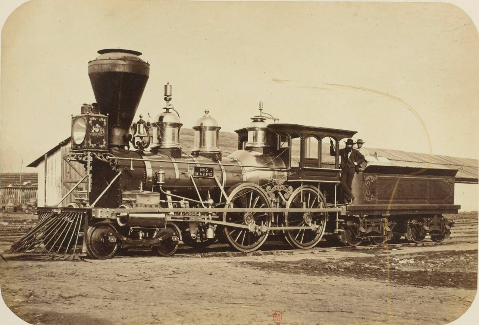 Enterreno - Fotos históricas de chile - fotos antiguas de Chile - La Locomotora Maipú en Santiago, 1864