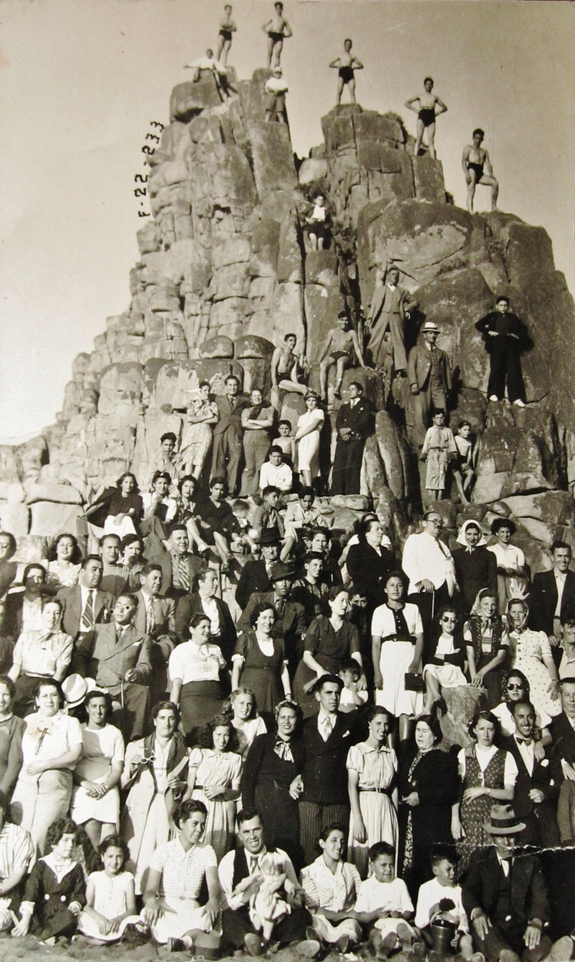 Enterreno - Fotos históricas de chile - fotos antiguas de Chile - Verano en el balneario de Constitución, 1948
