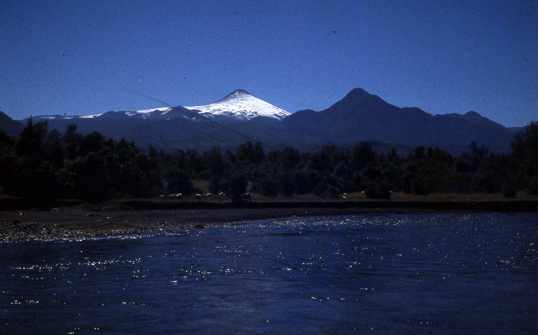 Enterreno - Fotos históricas de chile - fotos antiguas de Chile - Lago Villarrica ca. 1979