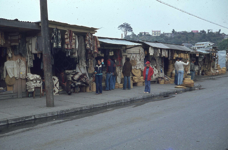 Enterreno - Fotos históricas de chile - fotos antiguas de Chile - Feria de Angelmó a finales de los 70
