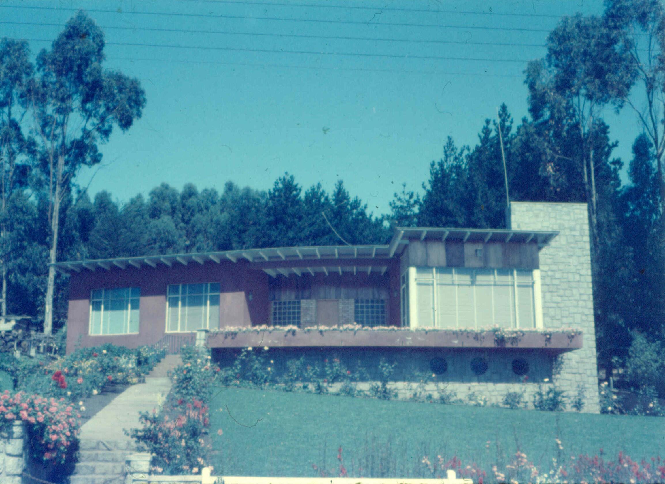 Enterreno - Fotos históricas de chile - fotos antiguas de Chile - Casa de Santo Domingo en 1957