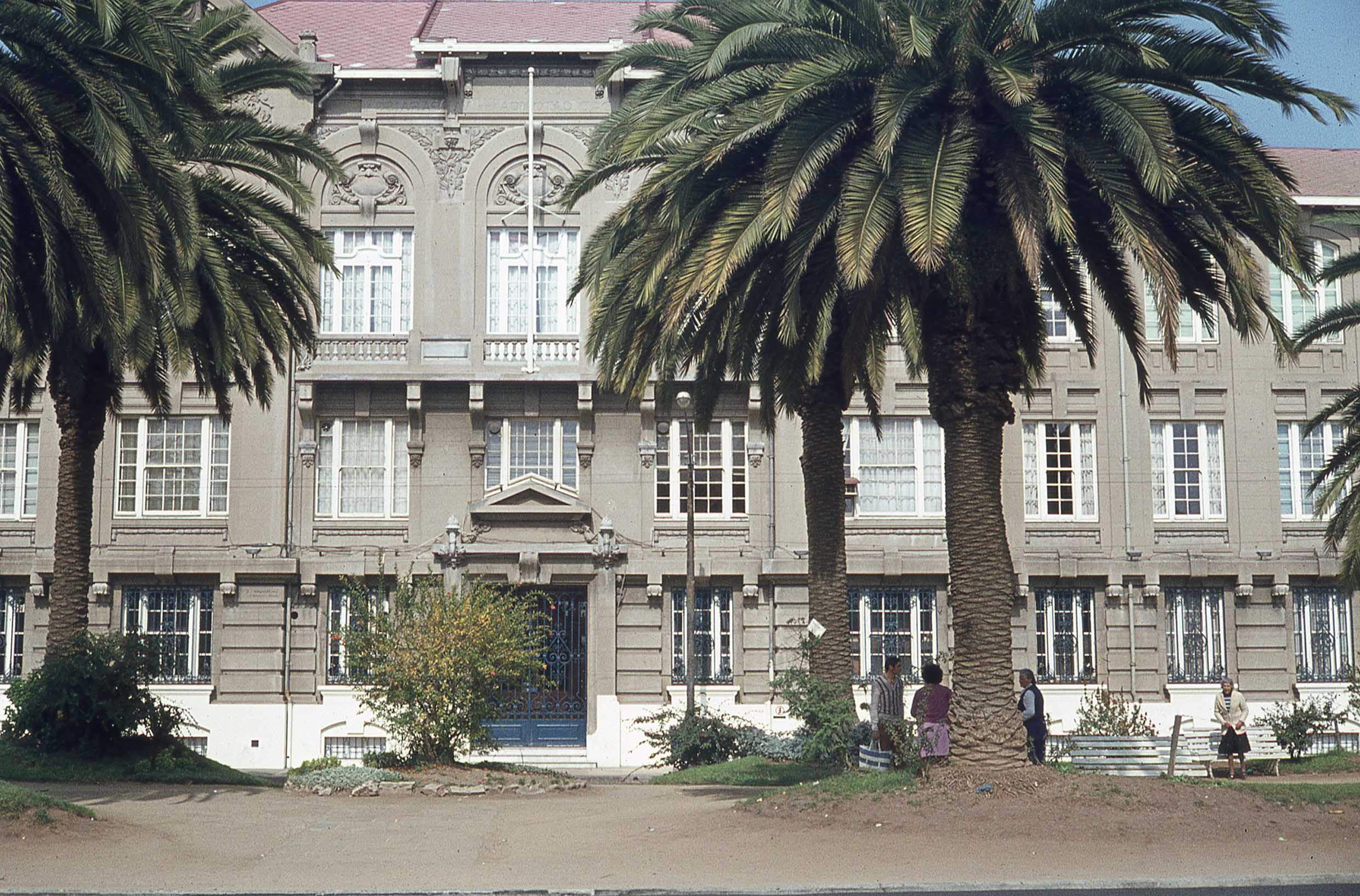Enterreno - Fotos históricas de chile - fotos antiguas de Chile - Universidad Católica de Valparaíso, 1979