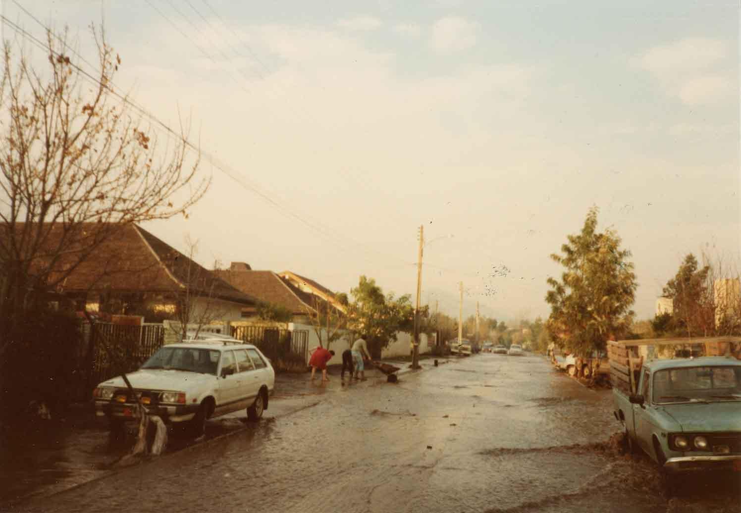Enterreno - Fotos históricas de chile - fotos antiguas de Chile - Inundación en Vitacura, 1982