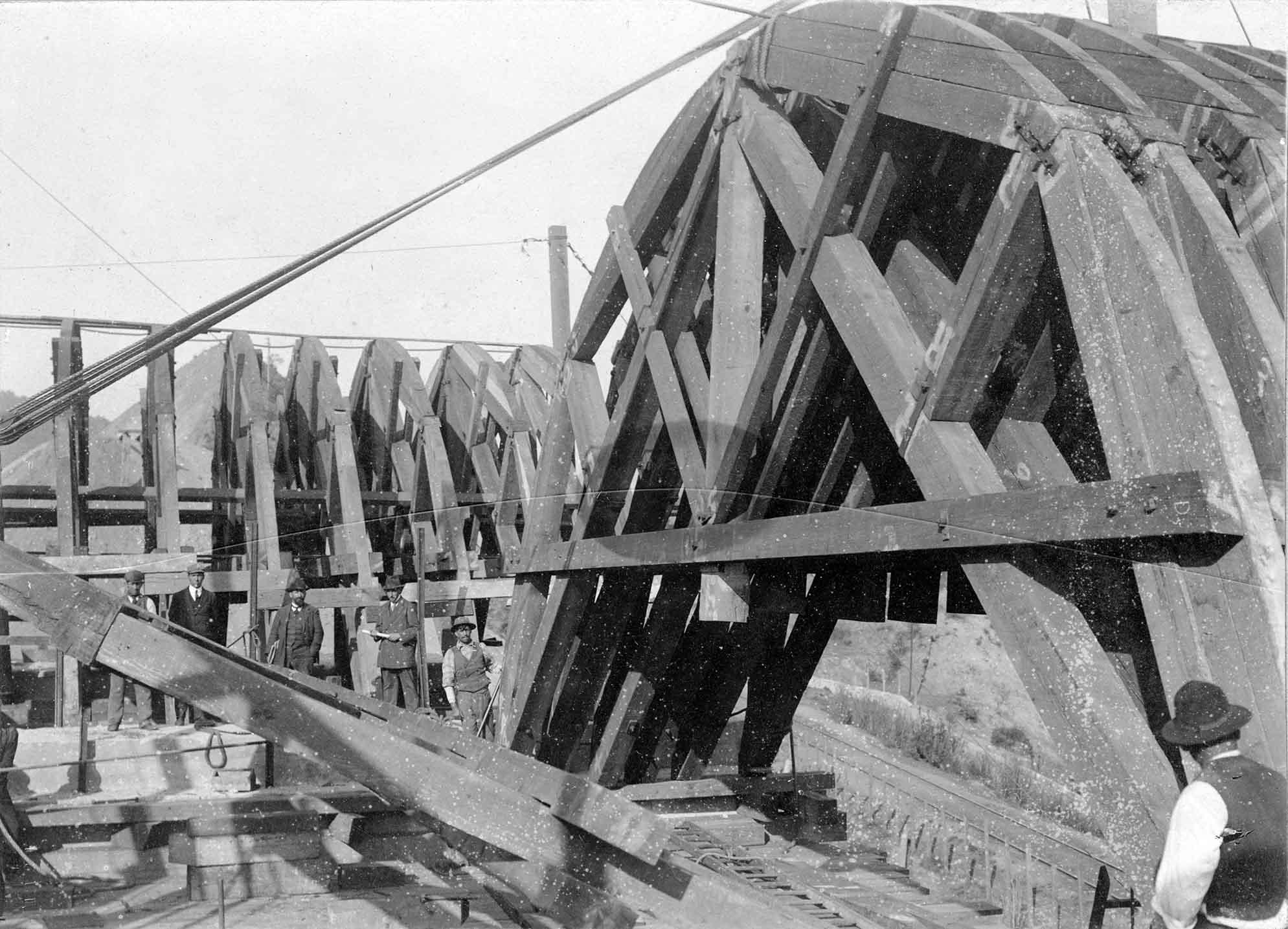 Enterreno - Fotos históricas de chile - fotos antiguas de Chile - Puente Las Cucharas en 1910