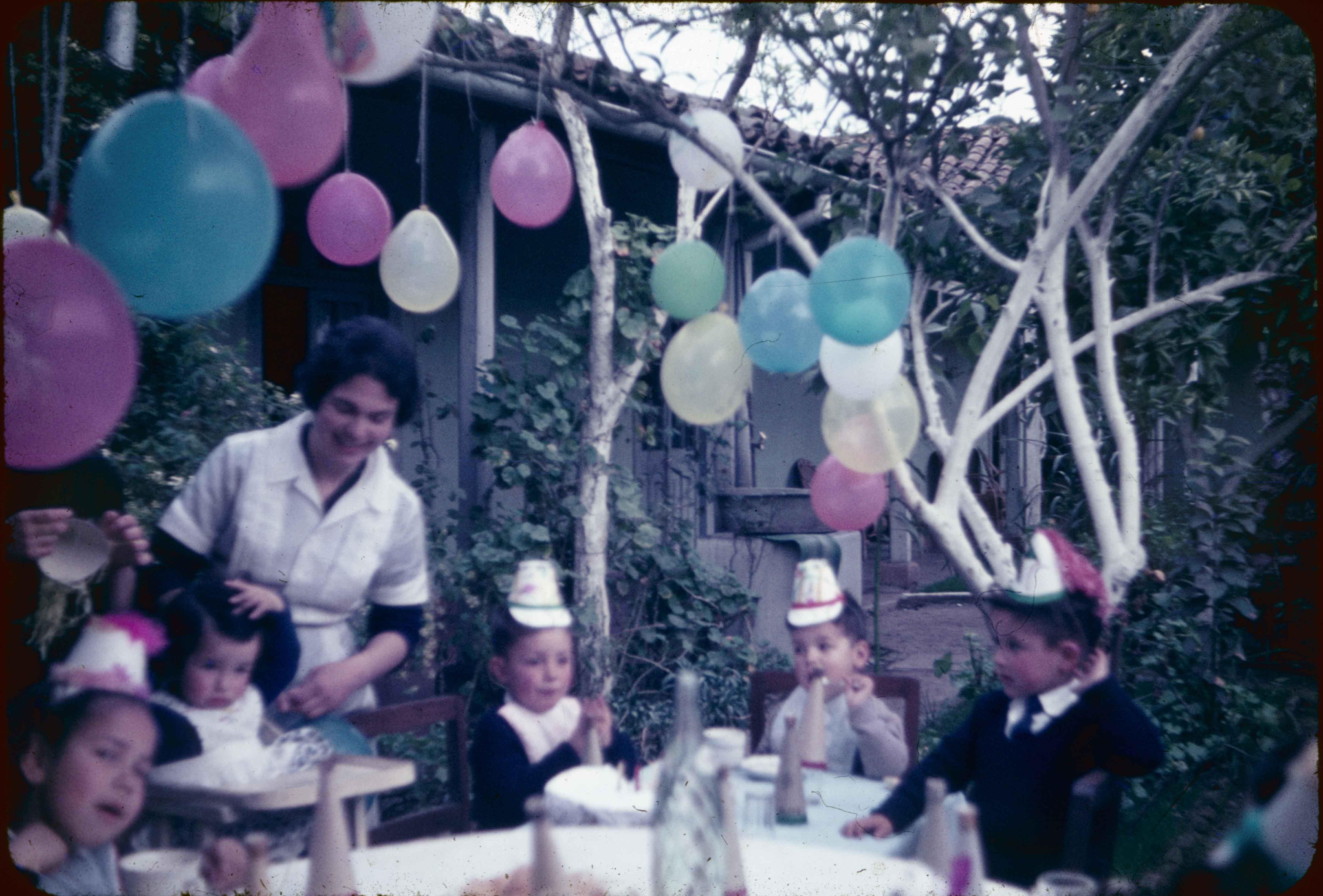 Enterreno - Fotos históricas de chile - fotos antiguas de Chile - Cumpleaños en Teno en los años 60