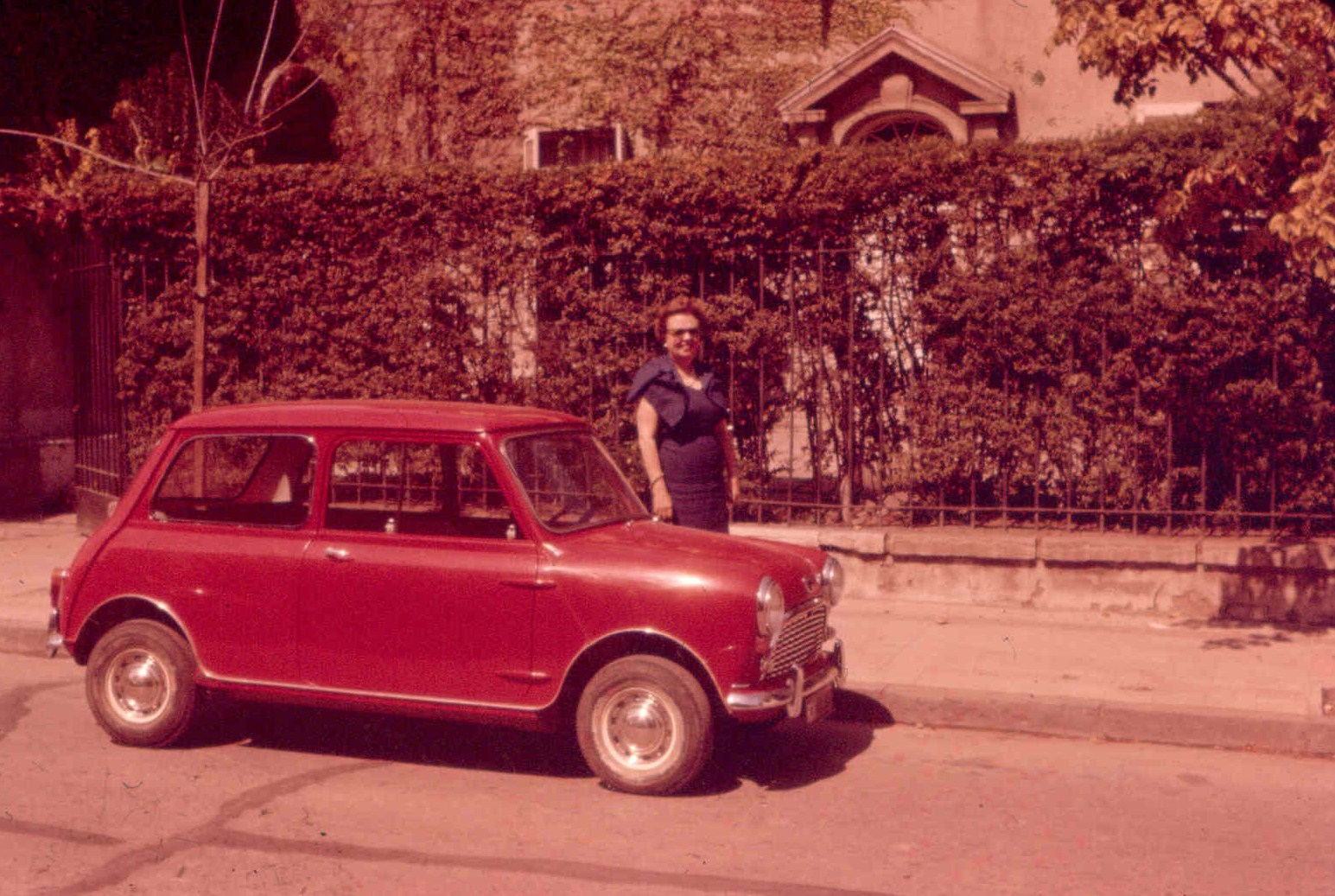 Enterreno - Fotos históricas de chile - fotos antiguas de Chile - Mini en Providencia, 1961