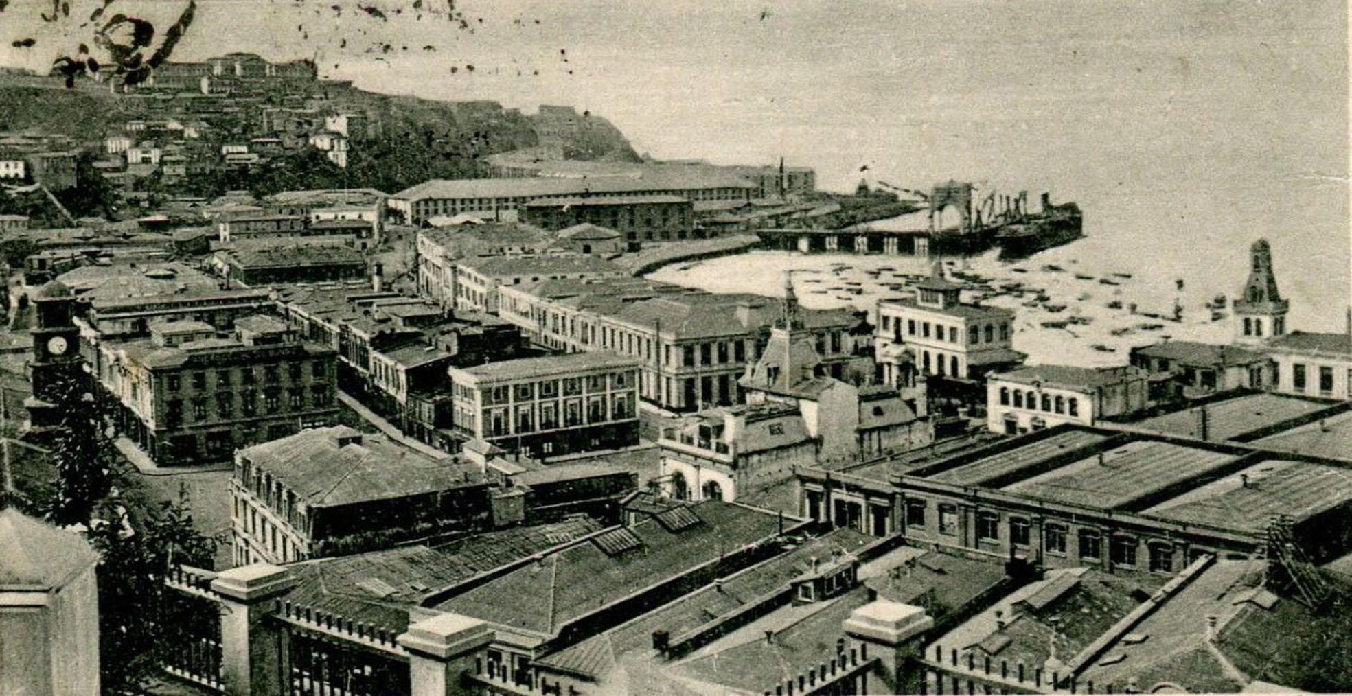 Enterreno - Fotos históricas de chile - fotos antiguas de Chile - Plaza Sotomayor de Valparaíso en 1900