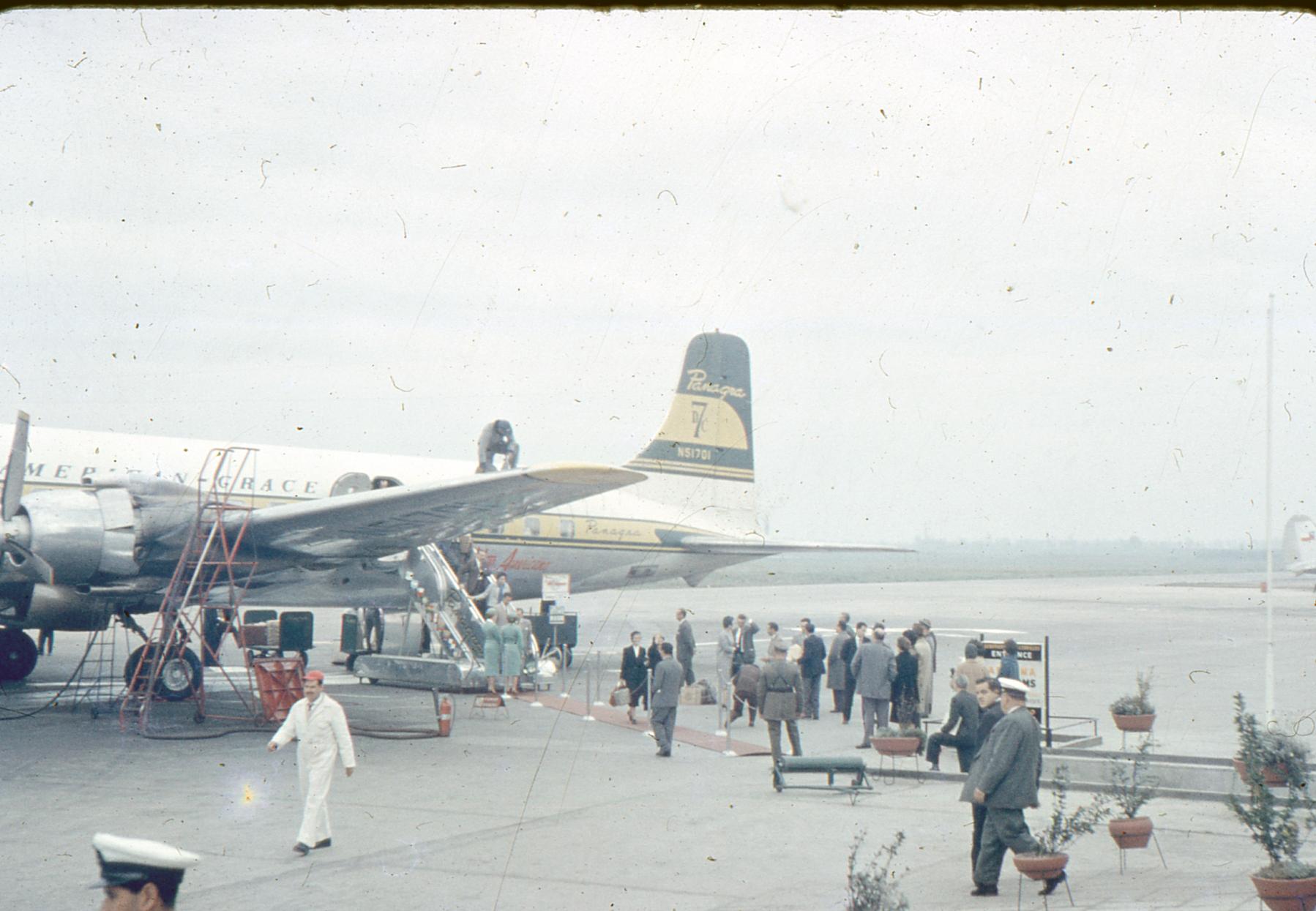 Enterreno - Fotos históricas de chile - fotos antiguas de Chile - Aeropuerto Cerrillos en 1959