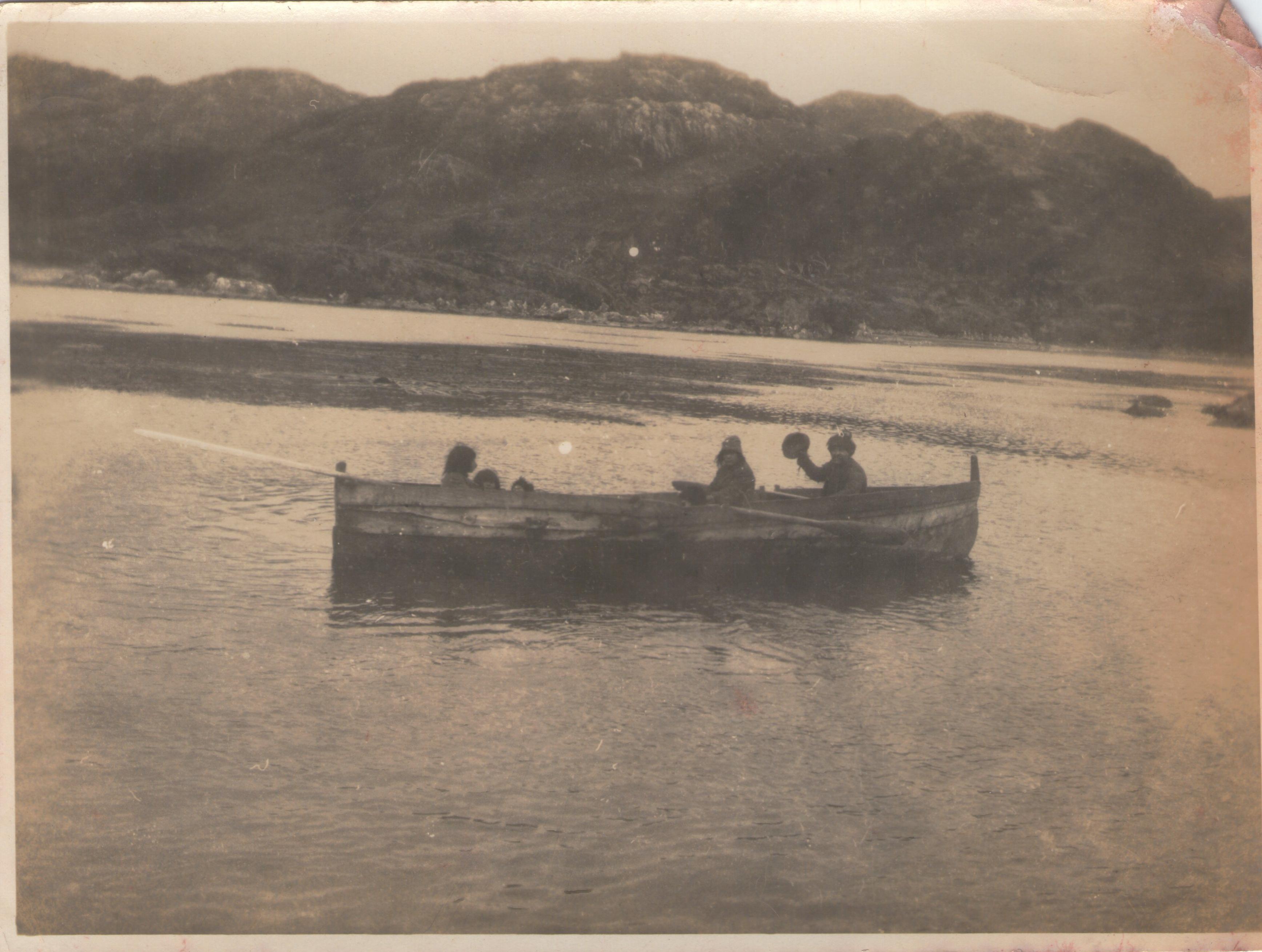 Enterreno - Fotos históricas de chile - fotos antiguas de Chile - Aborígenes de Tierra del Fuego, 1929