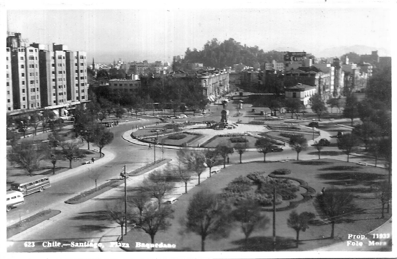 Enterreno - Fotos históricas de chile - fotos antiguas de Chile - Plaza Baquedano de Santiago en 1946