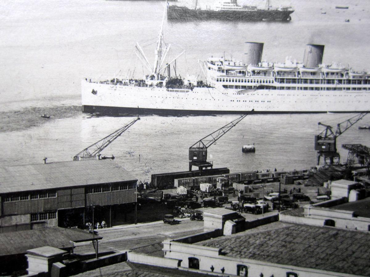 Enterreno - Fotos históricas de chile - fotos antiguas de Chile - Trasatlántico en Valparaíso en 1932