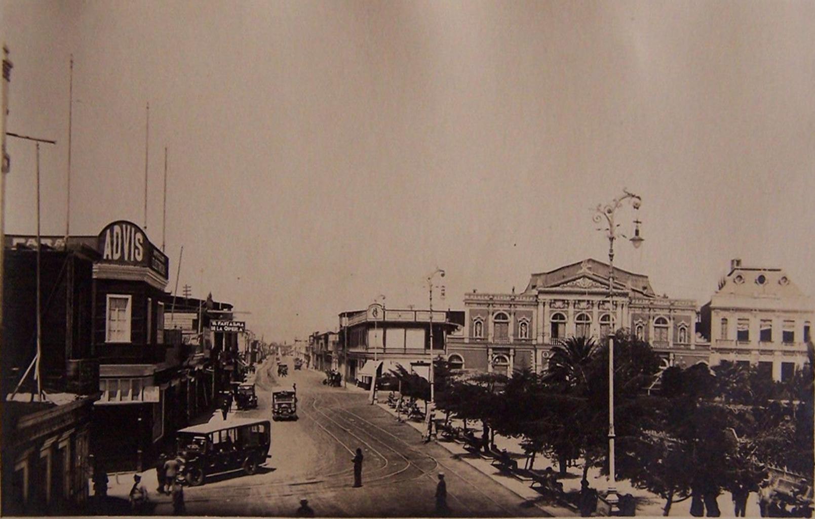 Enterreno - Fotos históricas de chile - fotos antiguas de Chile - Plaza Prat Iquique en 1925