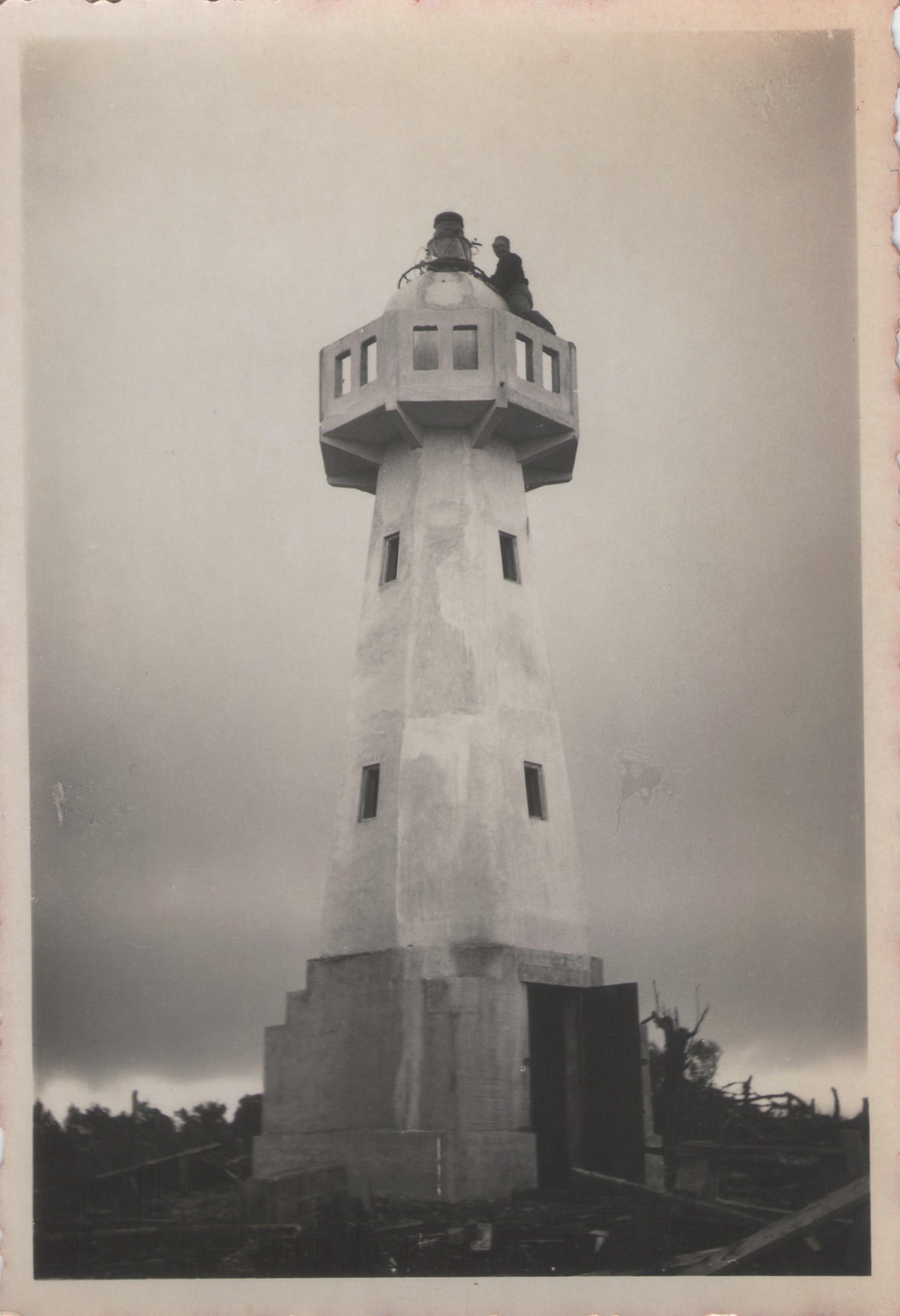 Enterreno - Fotos históricas de chile - fotos antiguas de Chile - Faro San Isidro en 1942