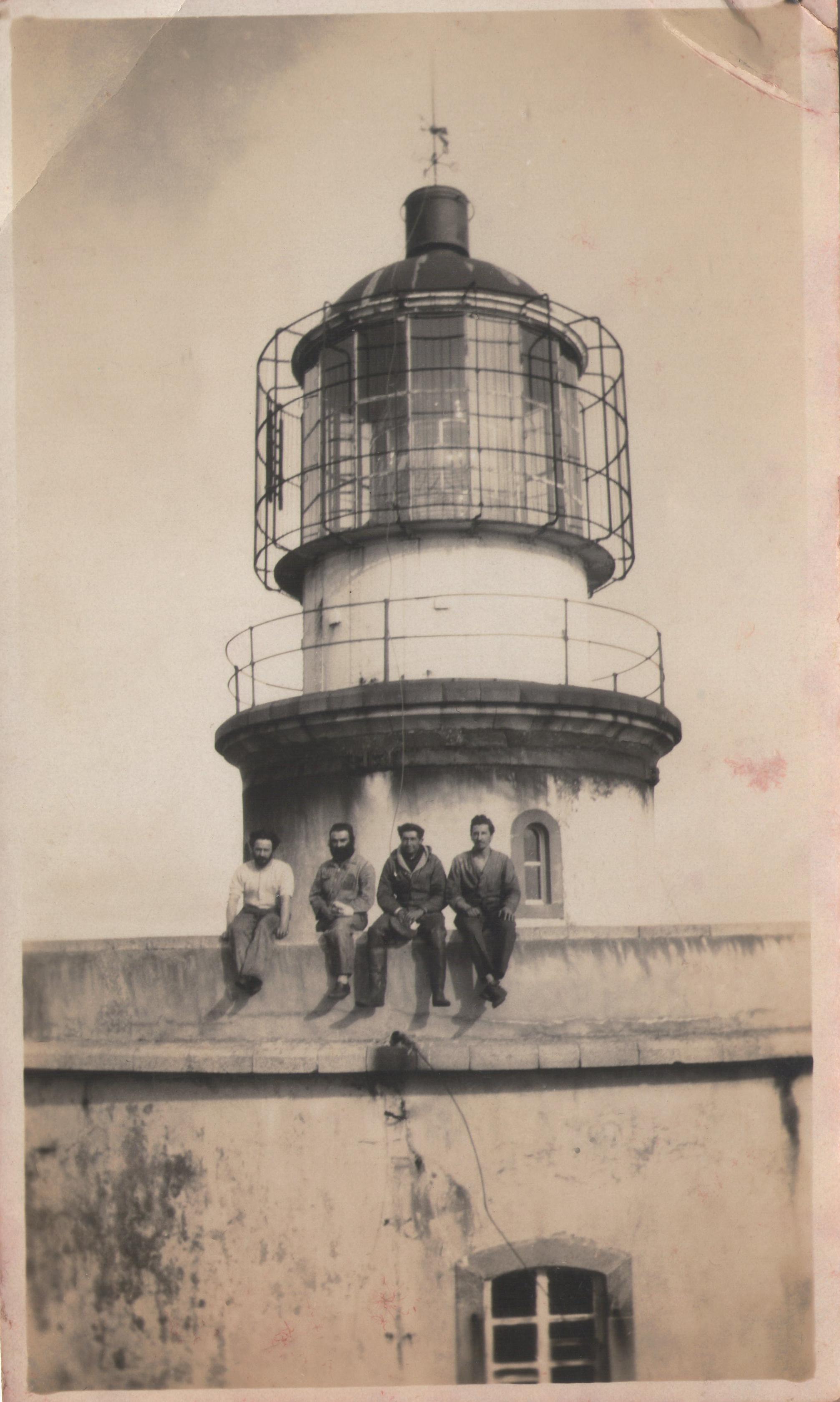 Enterreno - Fotos históricas de chile - fotos antiguas de Chile - Marinos Faro Evangelista 1931