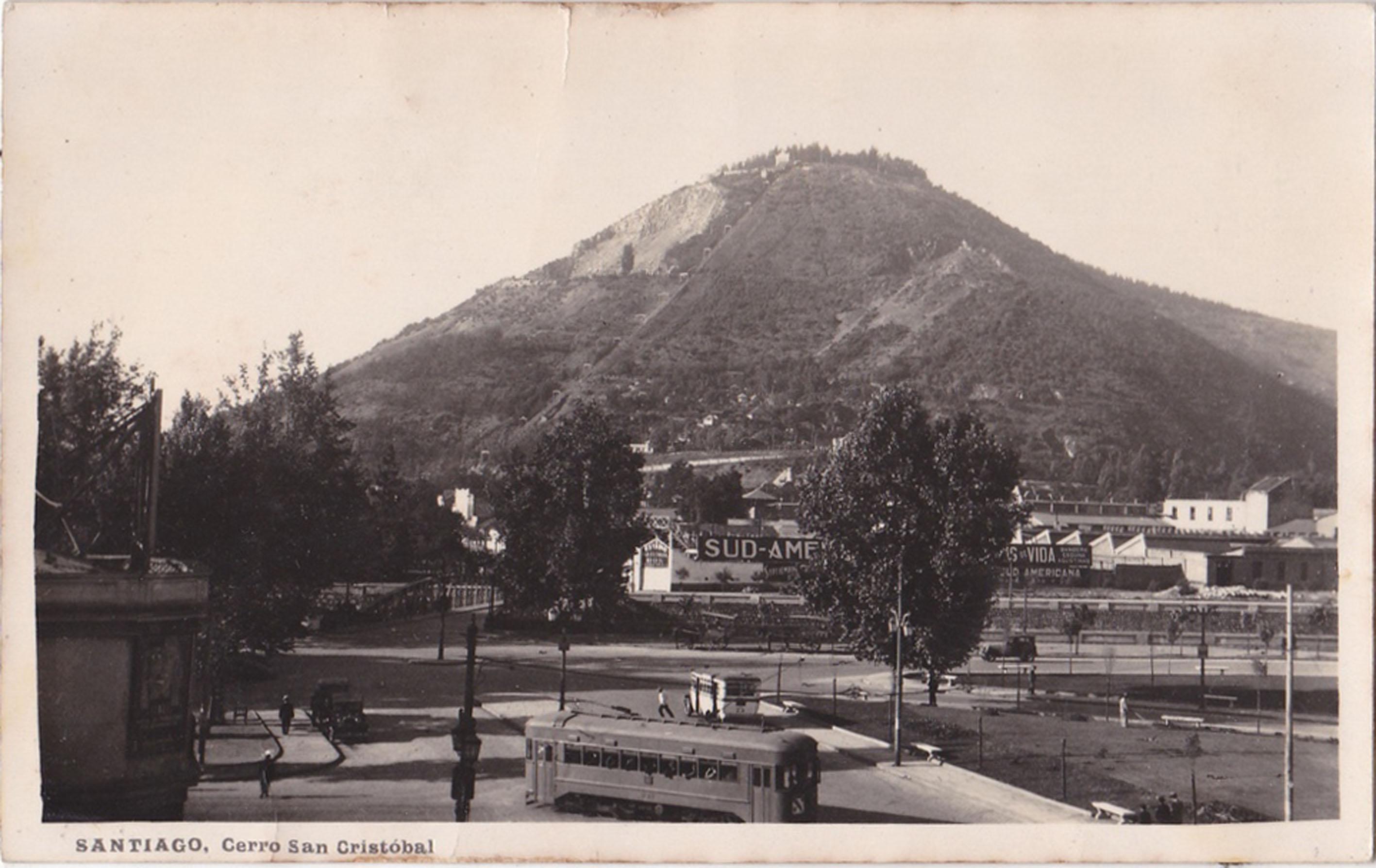 Enterreno - Fotos históricas de chile - fotos antiguas de Chile - Plaza Italia de Santiago y Cerro San Cristóbal, 1925