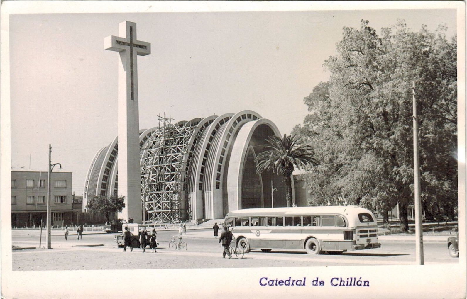 Enterreno - Fotos históricas de chile - fotos antiguas de Chile - Catedral de Chillán en 1960